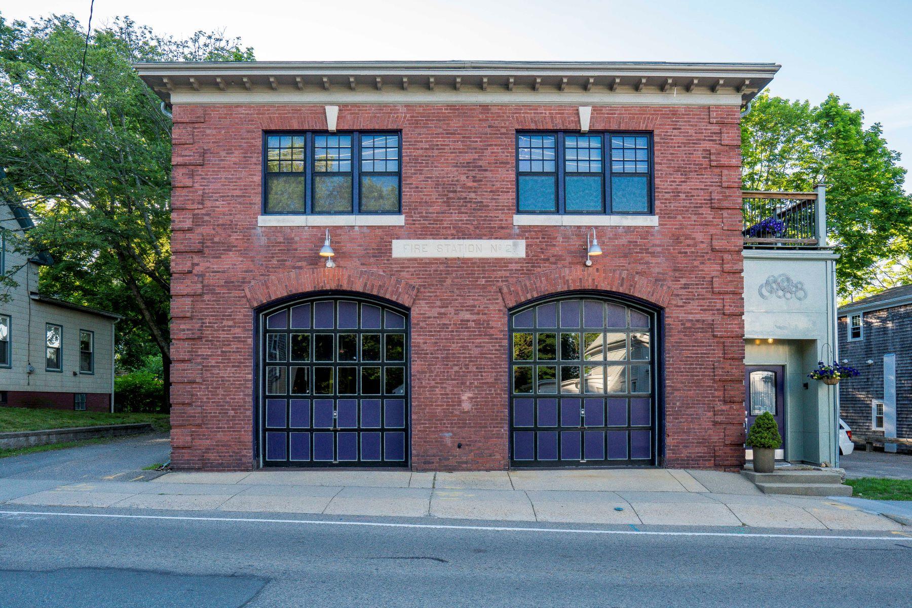 Casa Unifamiliar por un Venta en Restored Firehouse 5 South Street Plymouth, Massachusetts, 02360 Estados Unidos