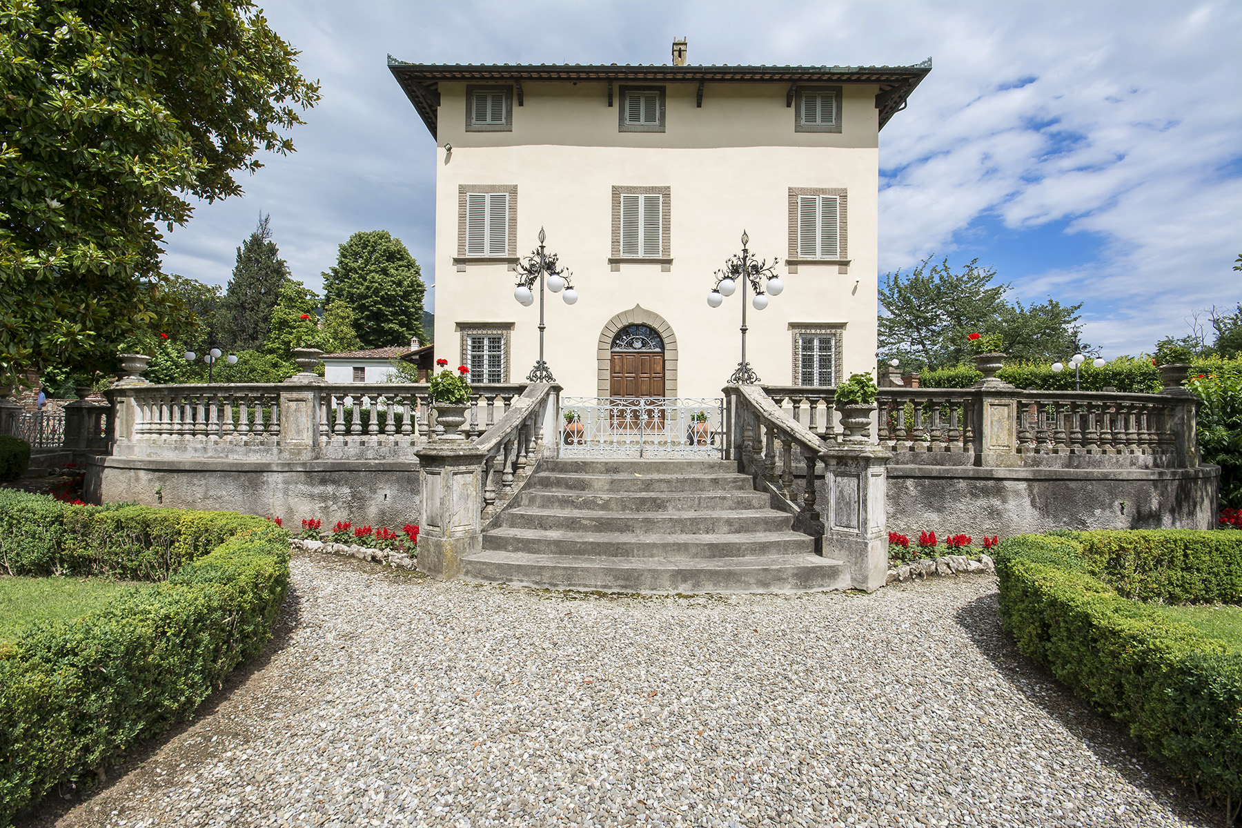 Additional photo for property listing at Beautiful 18th Century Villa near Lucca Via per Palmata Ponte A Moriano, Lucca 55100 Italien