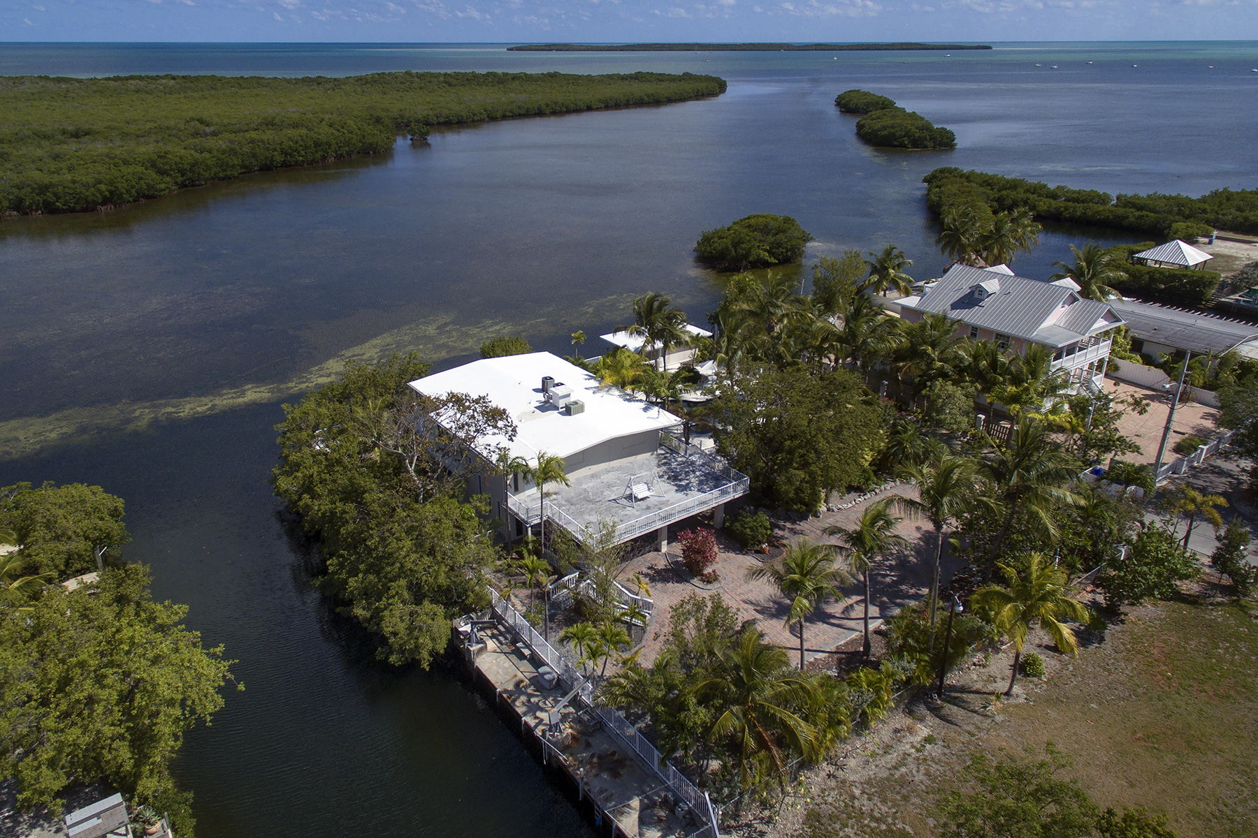 Additional photo for property listing at Private Gated Estate 1127 Grand Street Key Largo, Florida 33037 Verenigde Staten