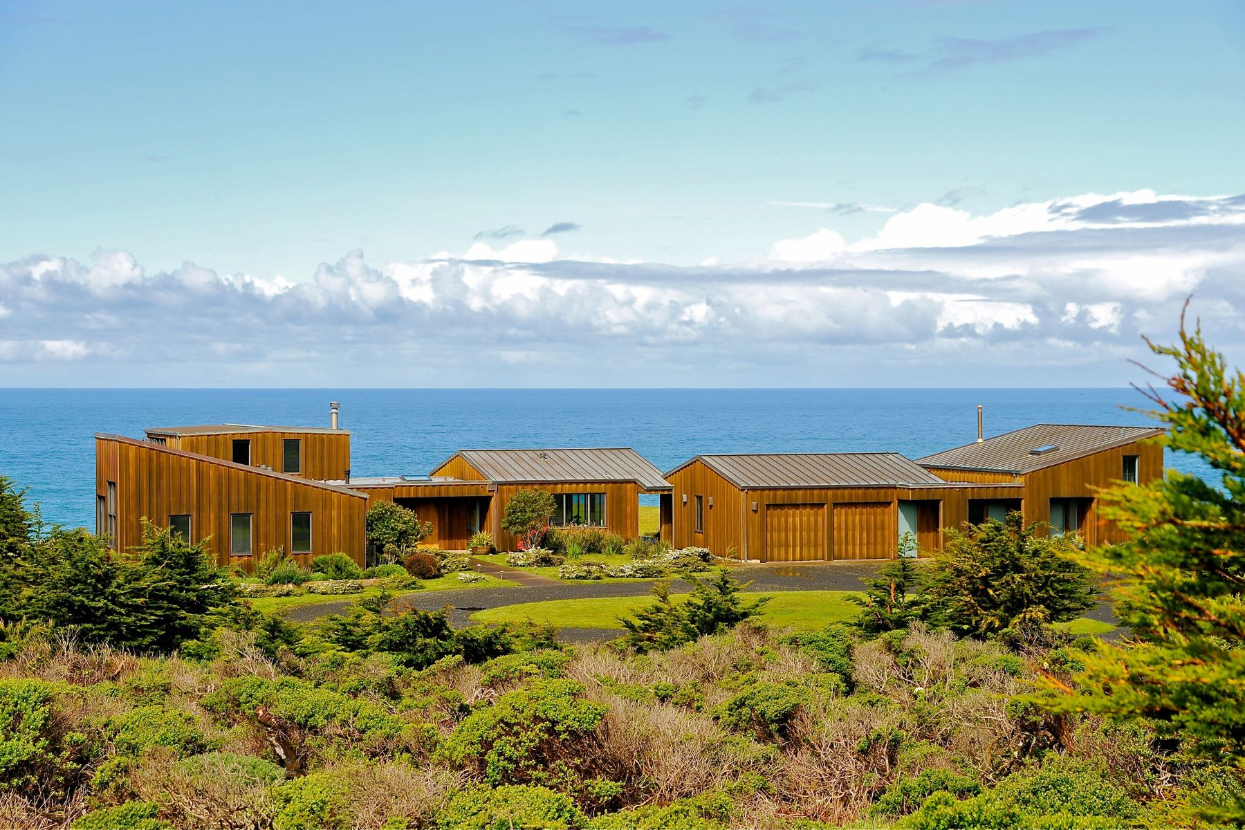 Additional photo for property listing at Modern Architectural Masterpiece on Mendocino Coast 7000 South Hwy 1 Elk, California 95432 Estados Unidos