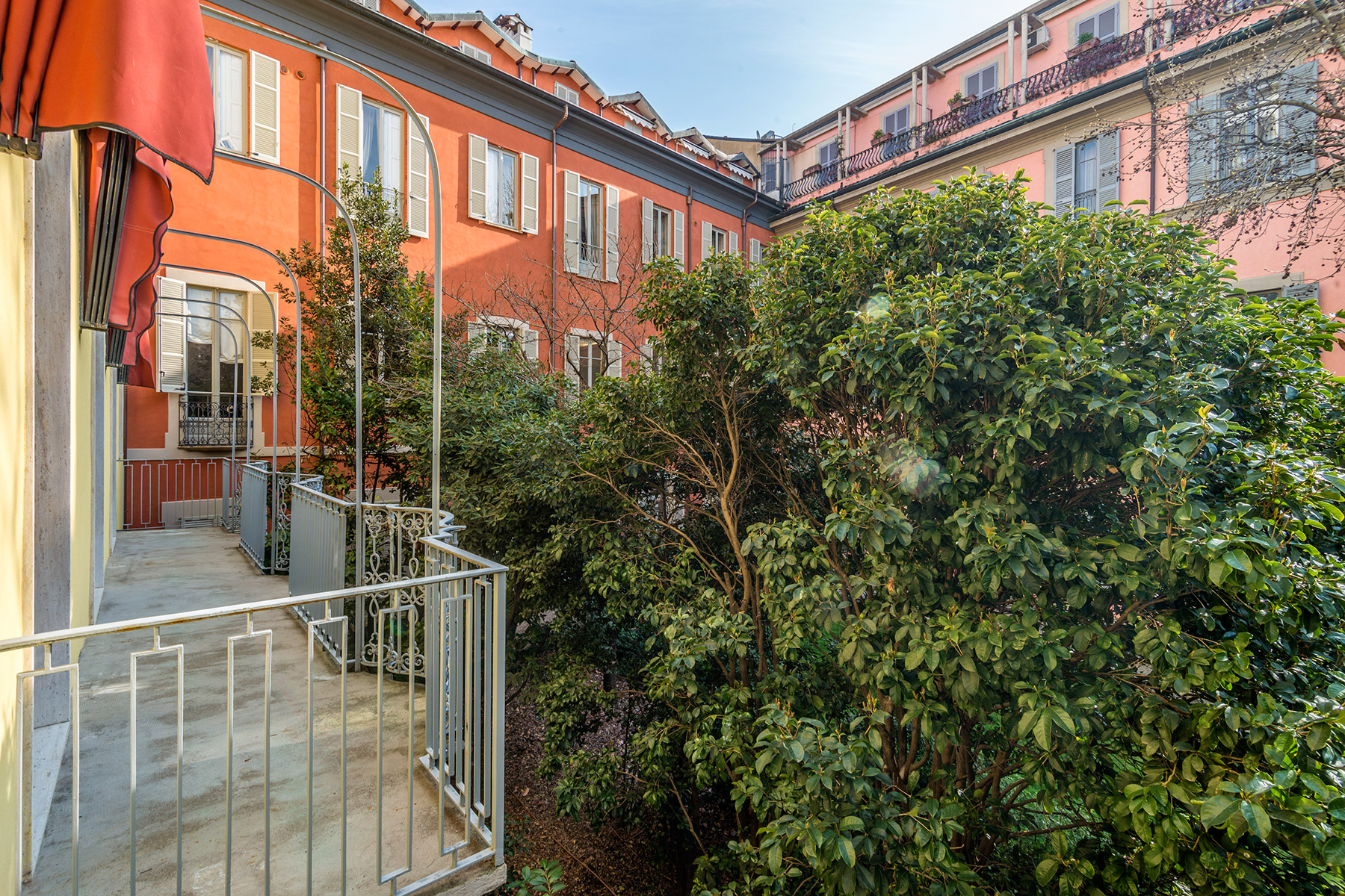 Additional photo for property listing at Elegant apartment near the Opera Theatre Alla Scala Via Manzoni Milano, Milan 20121 Italia
