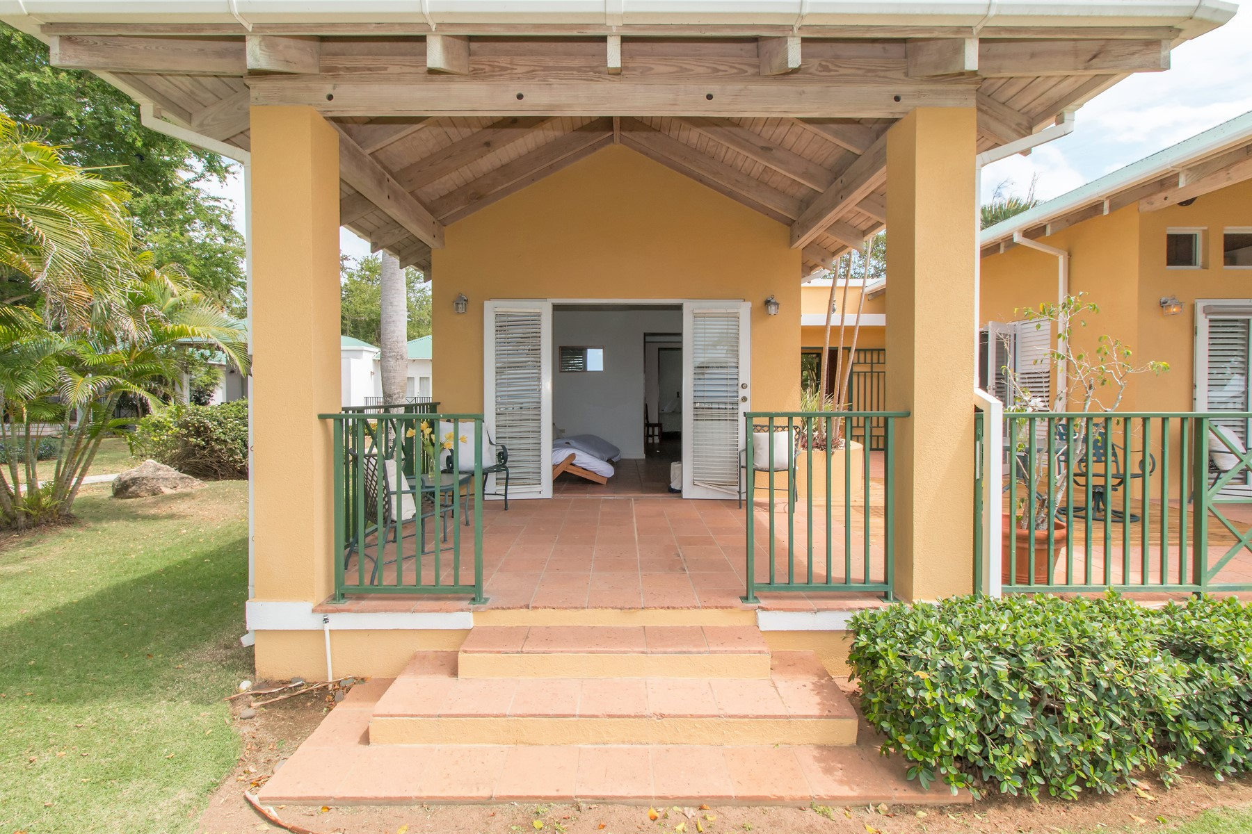 Additional photo for property listing at Oceanfront at Villa Montana Beach Resort 4466 KM 1.9, Villa A-4 Interior Barrio Bajuras Isabela, Puerto Rico 00662 Πουερτο Ρικο