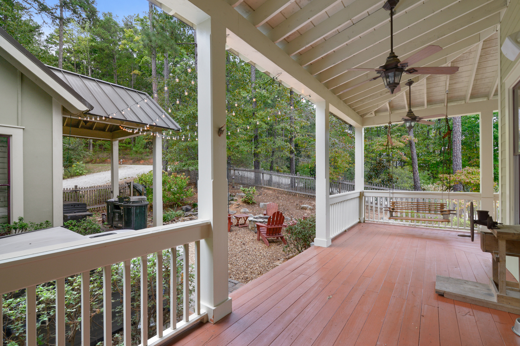 Additional photo for property listing at Upscale Serenbe Farmhouse-Style Home 10723 Serenbe Lane Chattahoochee Hills, Geórgia 30268 Estados Unidos