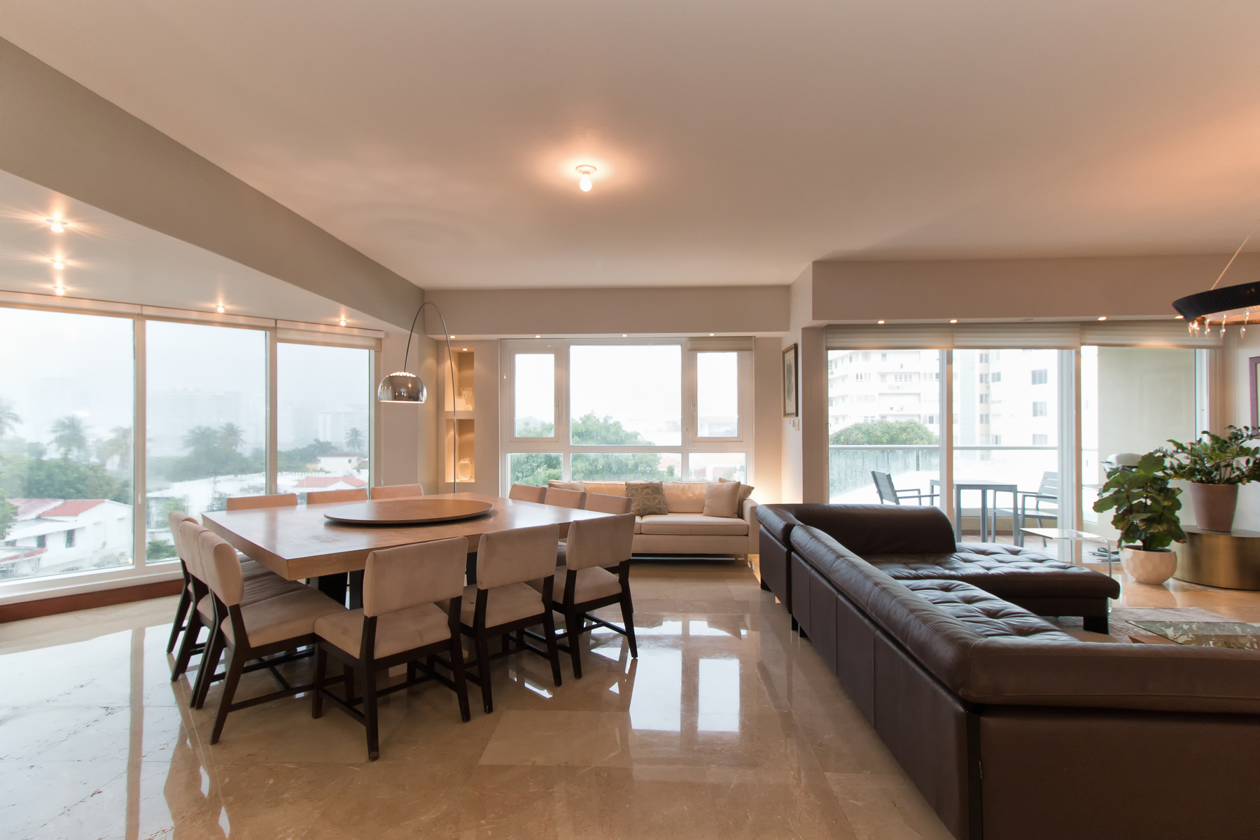 Additional photo for property listing at Elegant Four Bedroom at The Excelsior 805 Ponce De Leon Avenue Apt 302 San Juan, Puerto Rico 00907 Puerto Rico