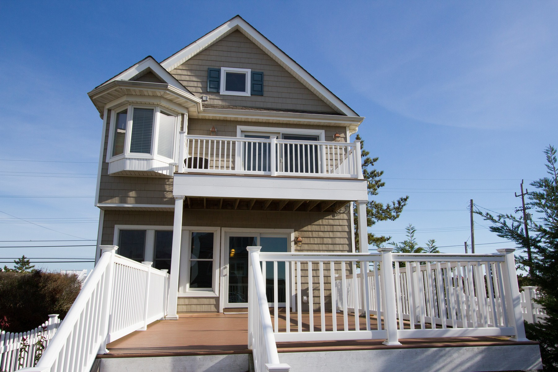 Maison unifamiliale pour l Vente à Renovated Beach Colonial 616 Ocean Ave Sea Bright, New Jersey 07760 États-Unis