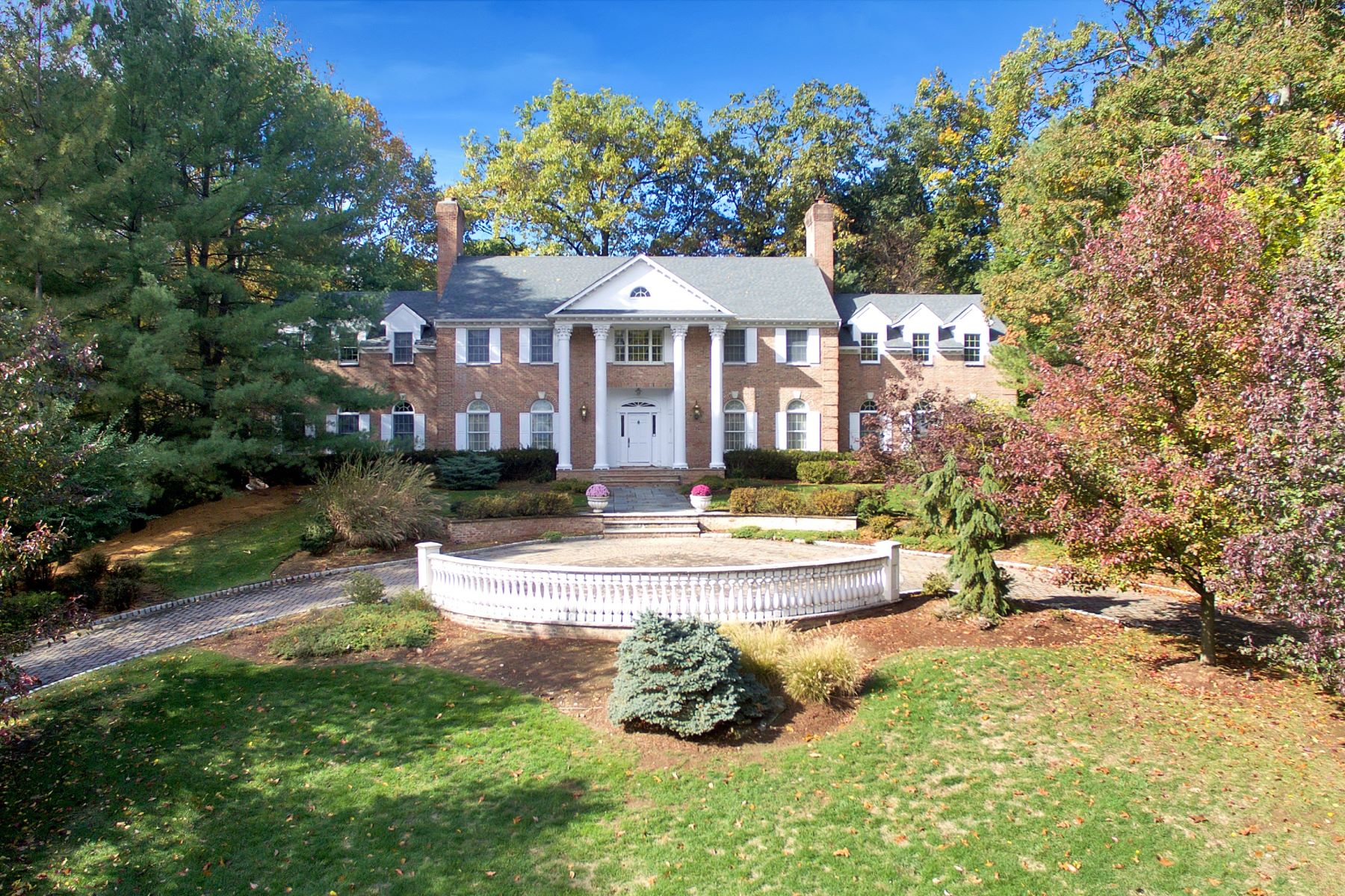 Casa Unifamiliar por un Venta en All Brick Mansion 1 Lookout Drive Saddle River, Nueva Jersey, 07458 Estados Unidos