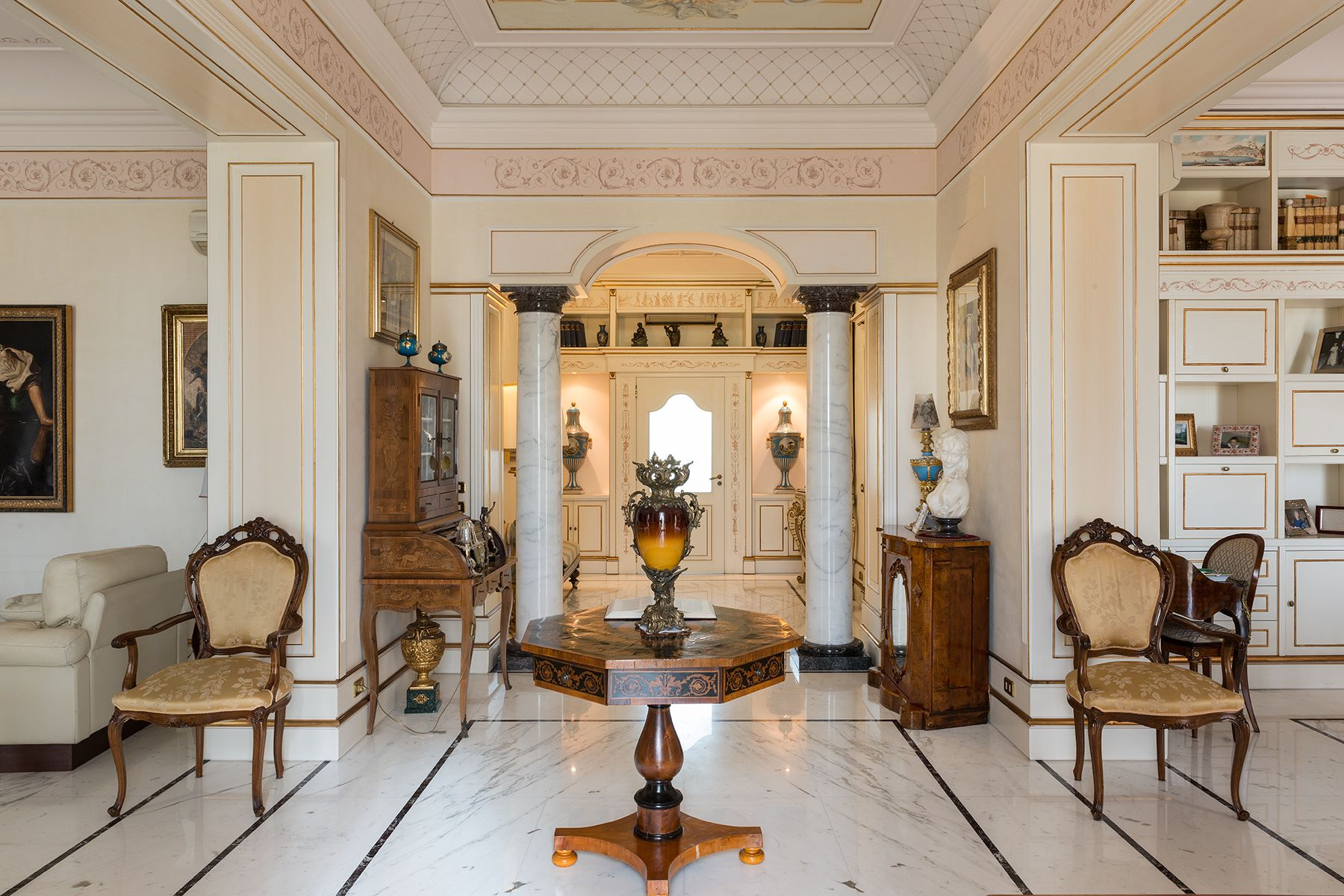 Additional photo for property listing at Magnificent classical style apartment Via Vittoria Colonna Napoli, Naples 80121 Italie