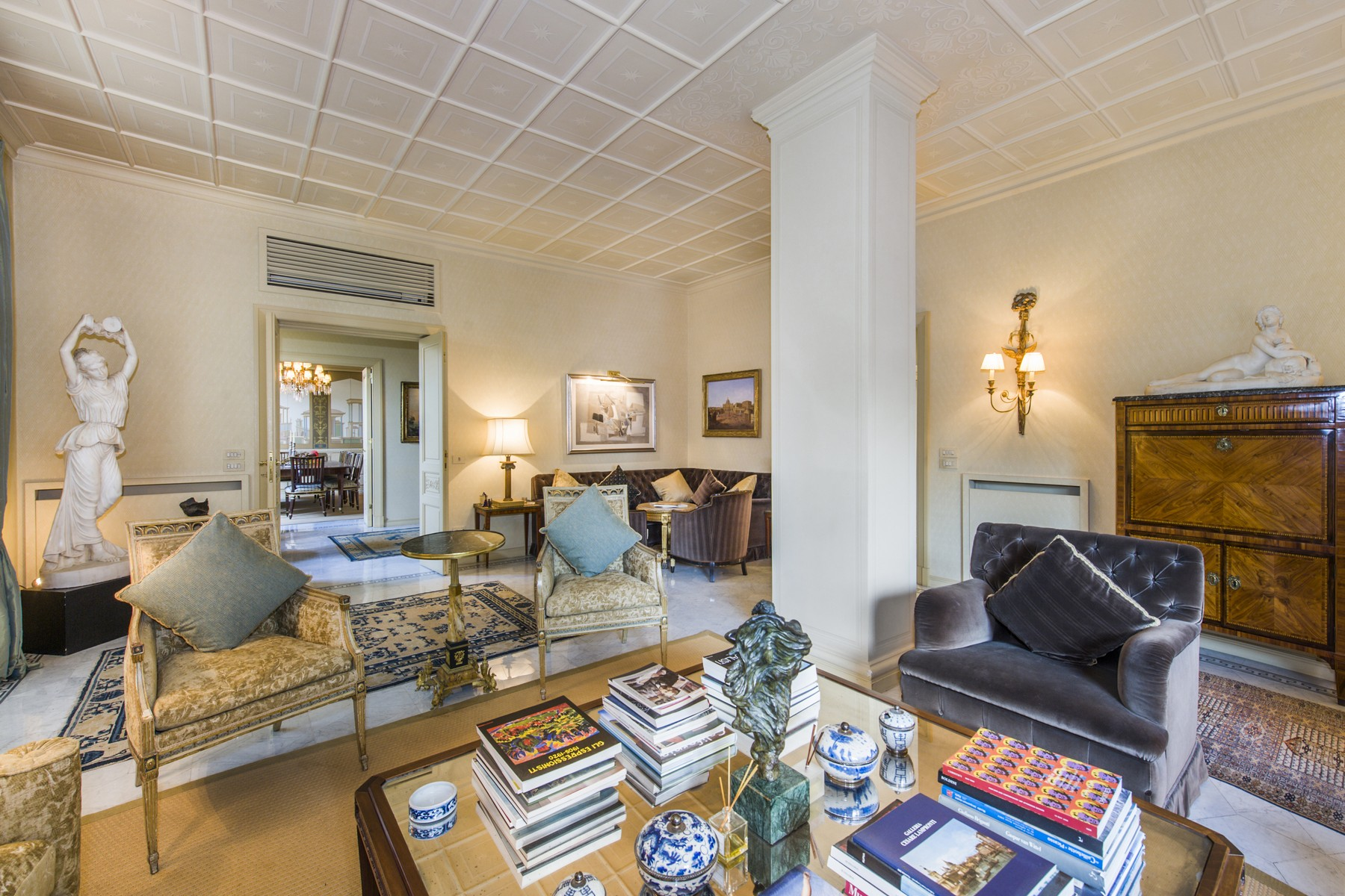 Additional photo for property listing at Stunning penthouse in the historical center Via Barberini Rome, Roma 00187 Italia