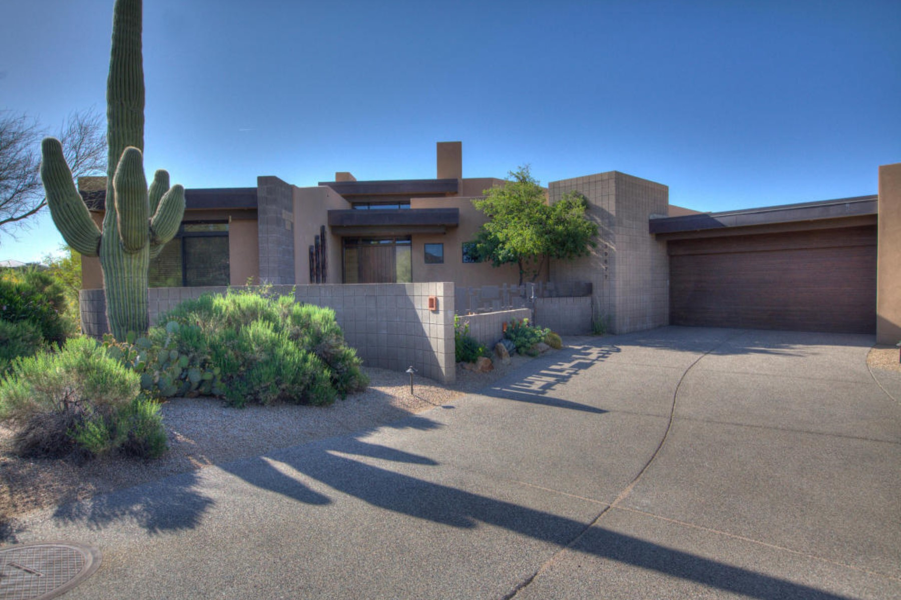 Single Family Home for Sale at Fabulous home on the Apache golf course 39677 N 107th Way Scottsdale, Arizona, 85262 United States