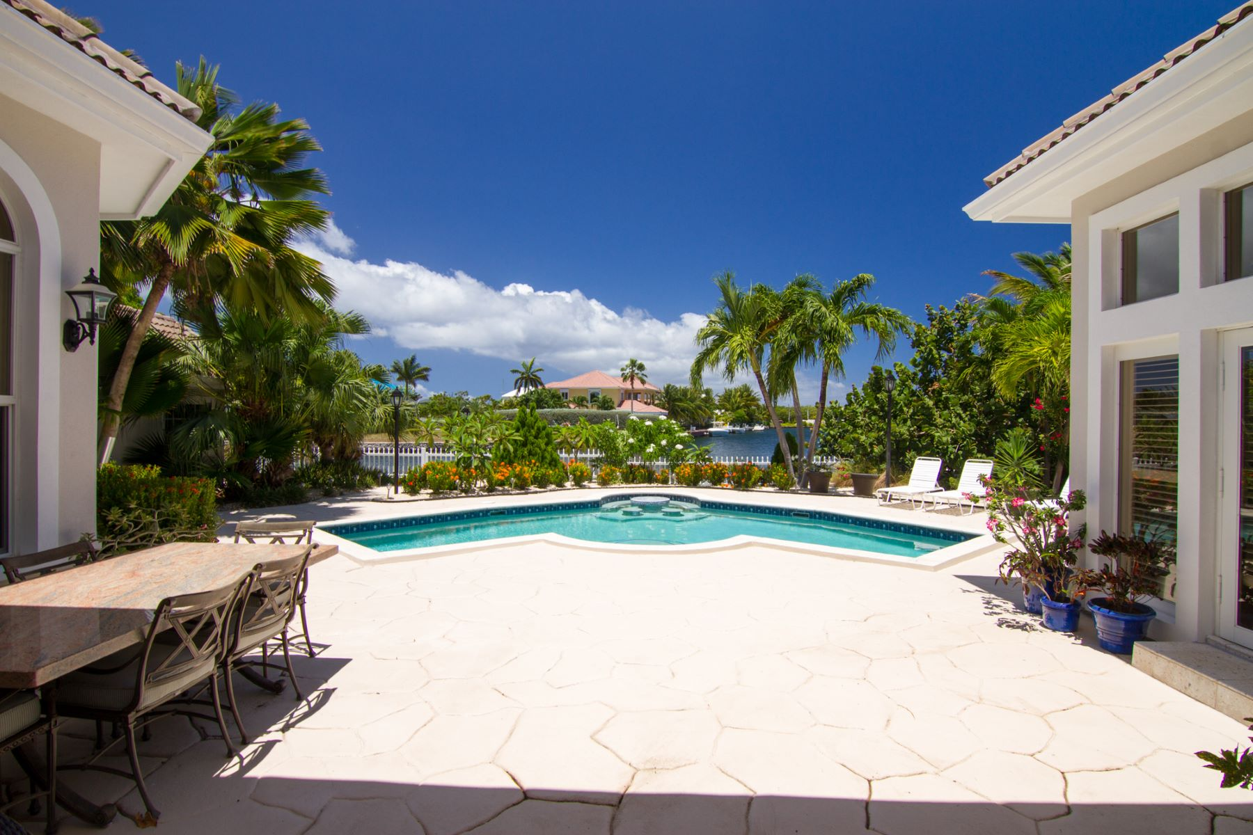 Additional photo for property listing at Villa Paradiso 水景港, 大开曼岛 开曼群岛