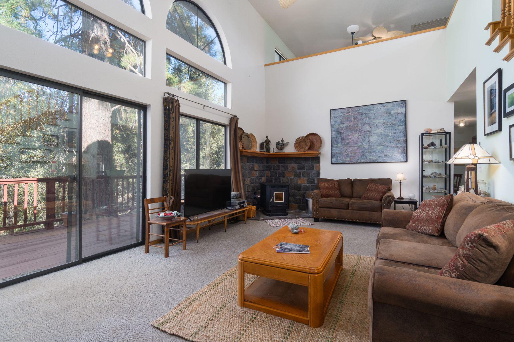 Maison unifamiliale pour l Vente à 17555 W Tanyard Hill Road Pine Grove, Californie 95665 États-Unis
