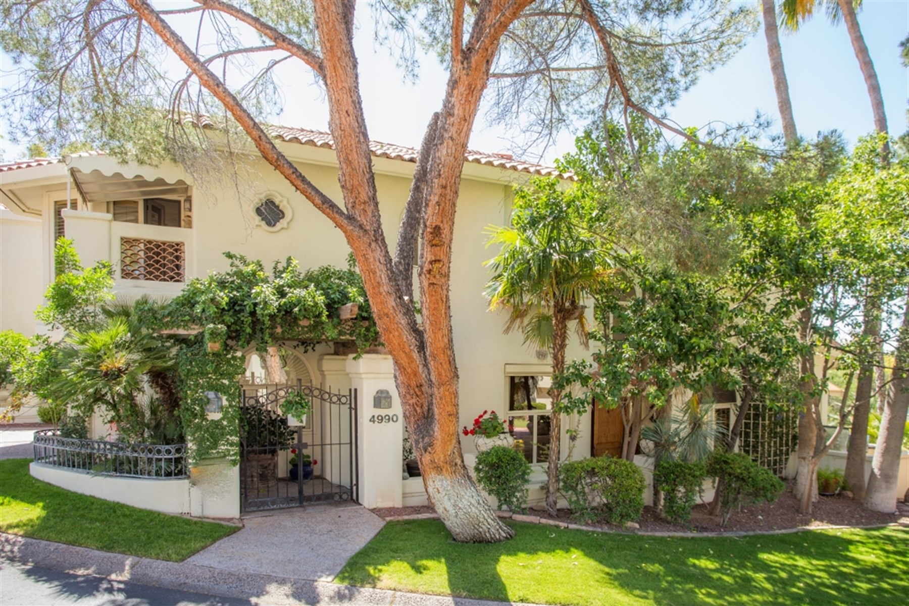 sales property at Custom santa barbara style town home