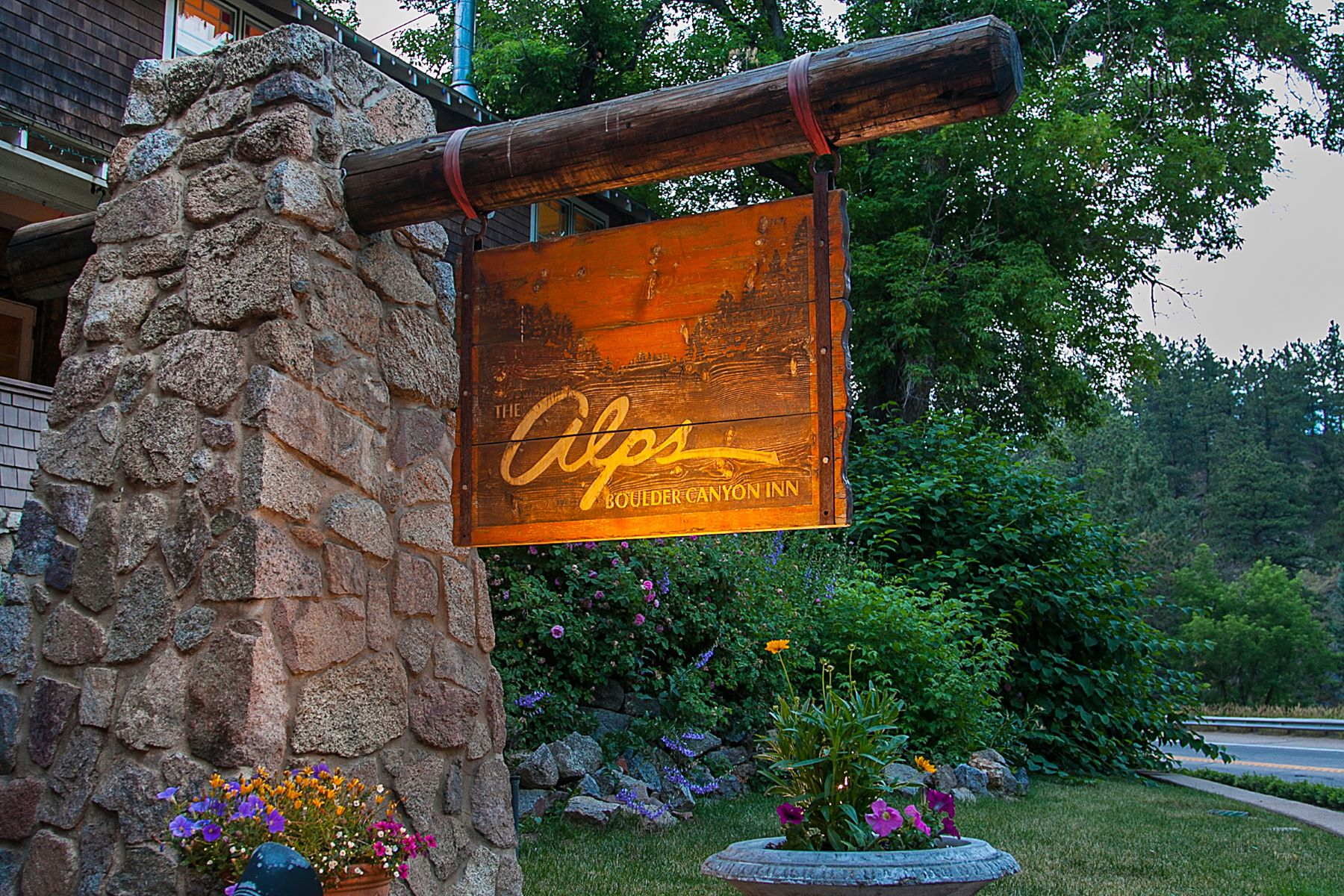Additional photo for property listing at The Alps Inn 38619 Boulder Canyon Dr Boulder, Colorado 80302 United States