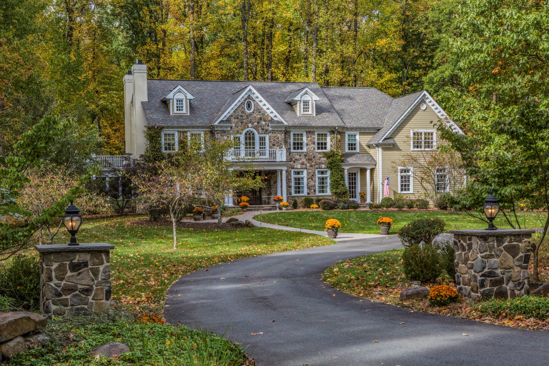 Villa per Vendita alle ore Spacious and Gracious in Princeton 20 Hageman Lane Princeton, New Jersey, 08540 Stati Uniti