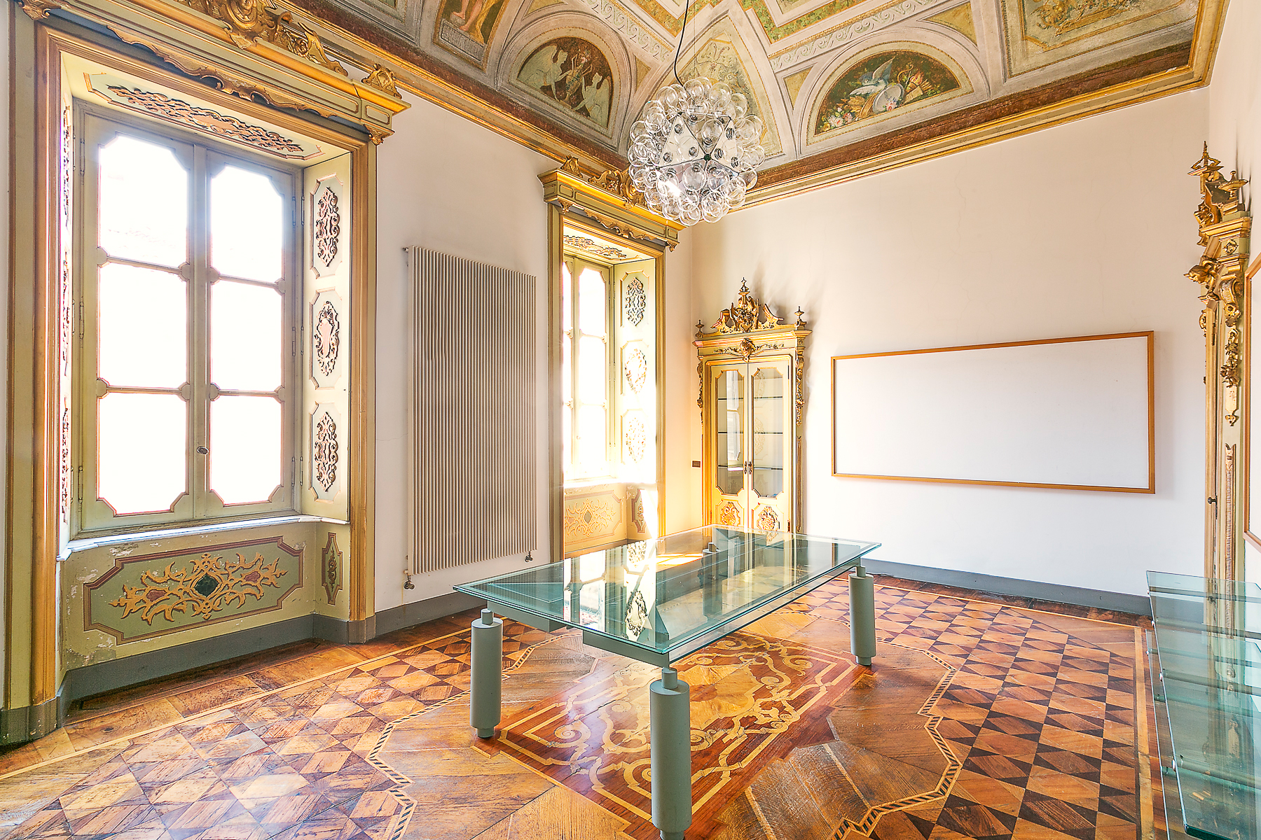Apartamento por un Venta en Exquisite office in the center of Novara Via Negroni Novara, Novara 28100 Italia