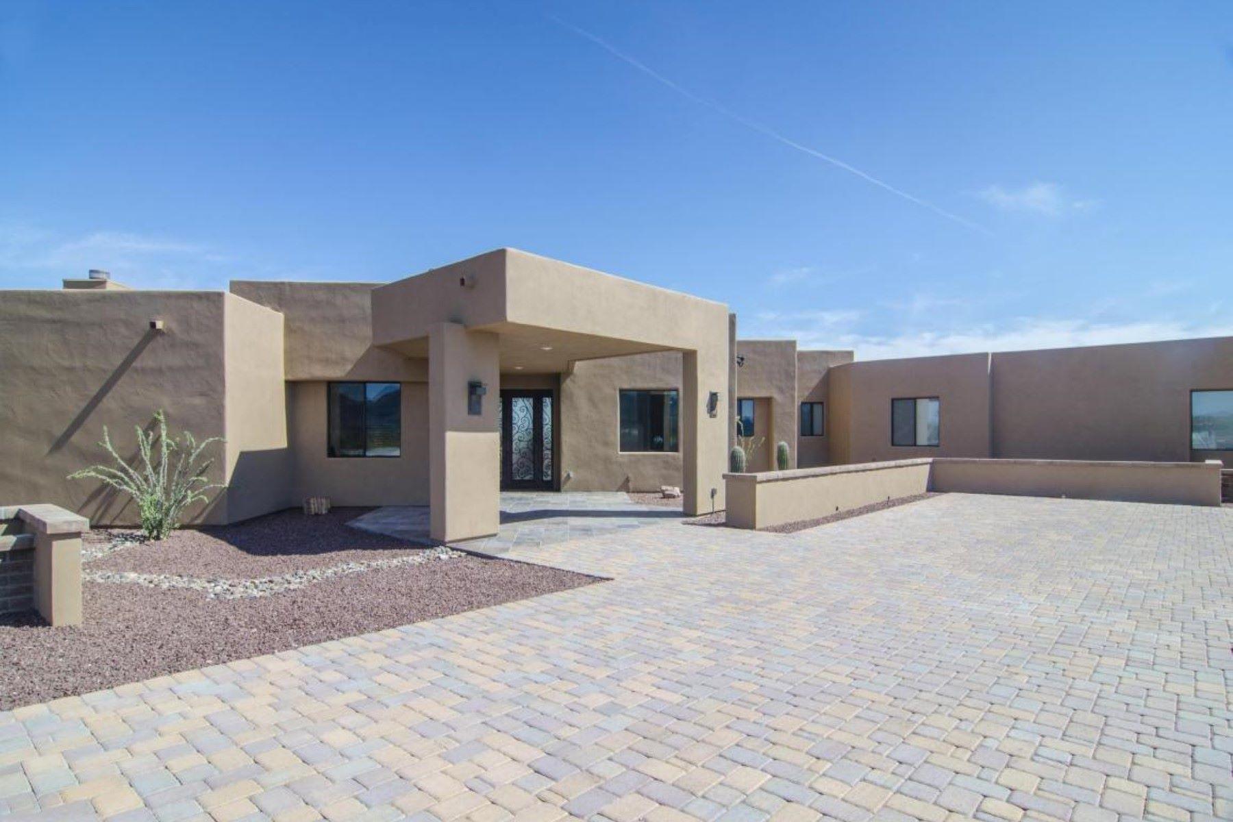 独户住宅 为 销售 在 Absolutely breathtaking Westside Rio Rico home 1249 Calle Cherokee 里约, 亚利桑那州, 85648 美国
