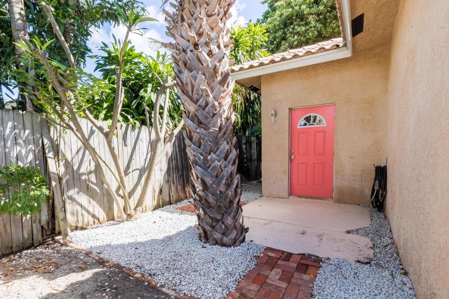 Многосемейный дом для того Продажа на 11865 Ellison Wilson Rd 11865 Ellison Wilson Road North Palm Beach, Флорида, 33408 Соединенные Штаты