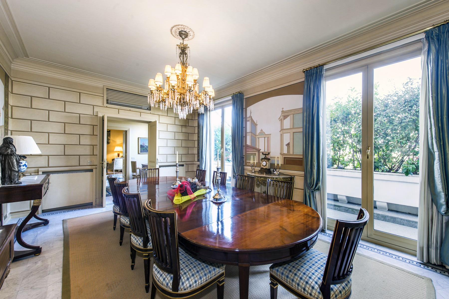 Additional photo for property listing at Stunning penthouse in the historical center Via Barberini Rome, Rome 00187 Italien