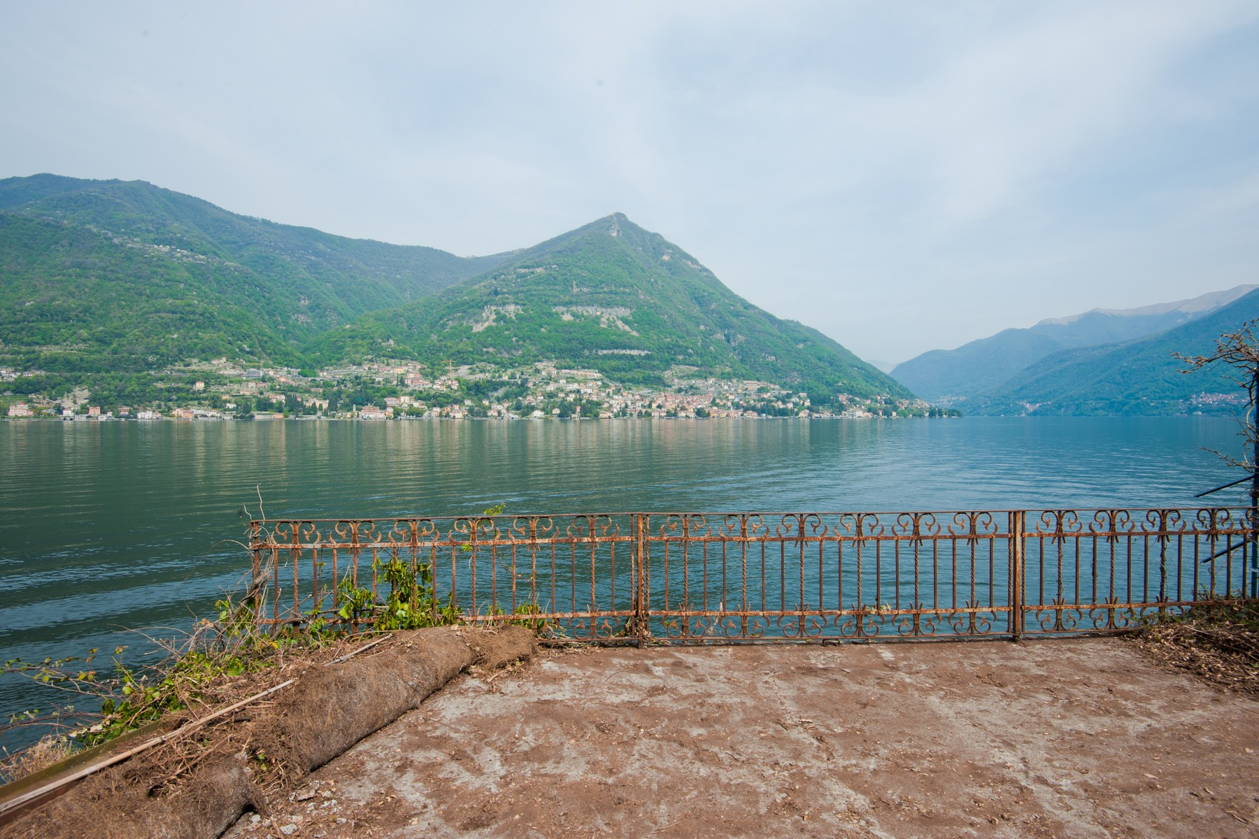 Additional photo for property listing at Fantastic pieds dans l'eau opportunity on Lake Como Via Pliniana Torno, Como 22020 Italie