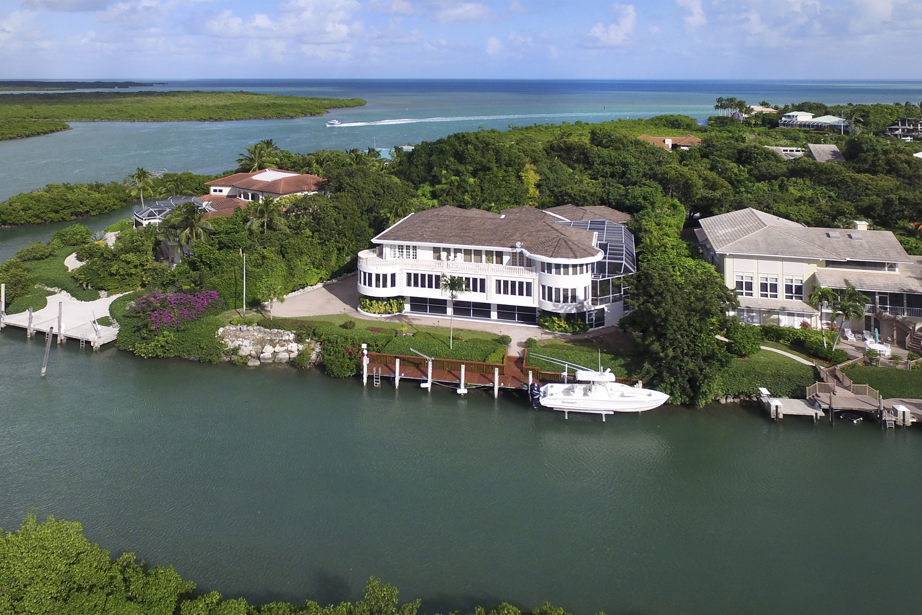 Villa per Vendita alle ore Exceptional Family Compound at Ocean Reef 34 Cardinal Lane Key Largo, Florida, 33037 Stati Uniti