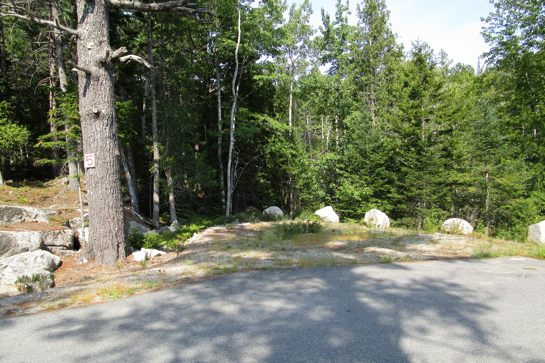 Terreno por un Venta en Echo Woods Road Lot 5 Lot 5 Echo Woods Road Mount Desert, Maine, 04660 Estados Unidos