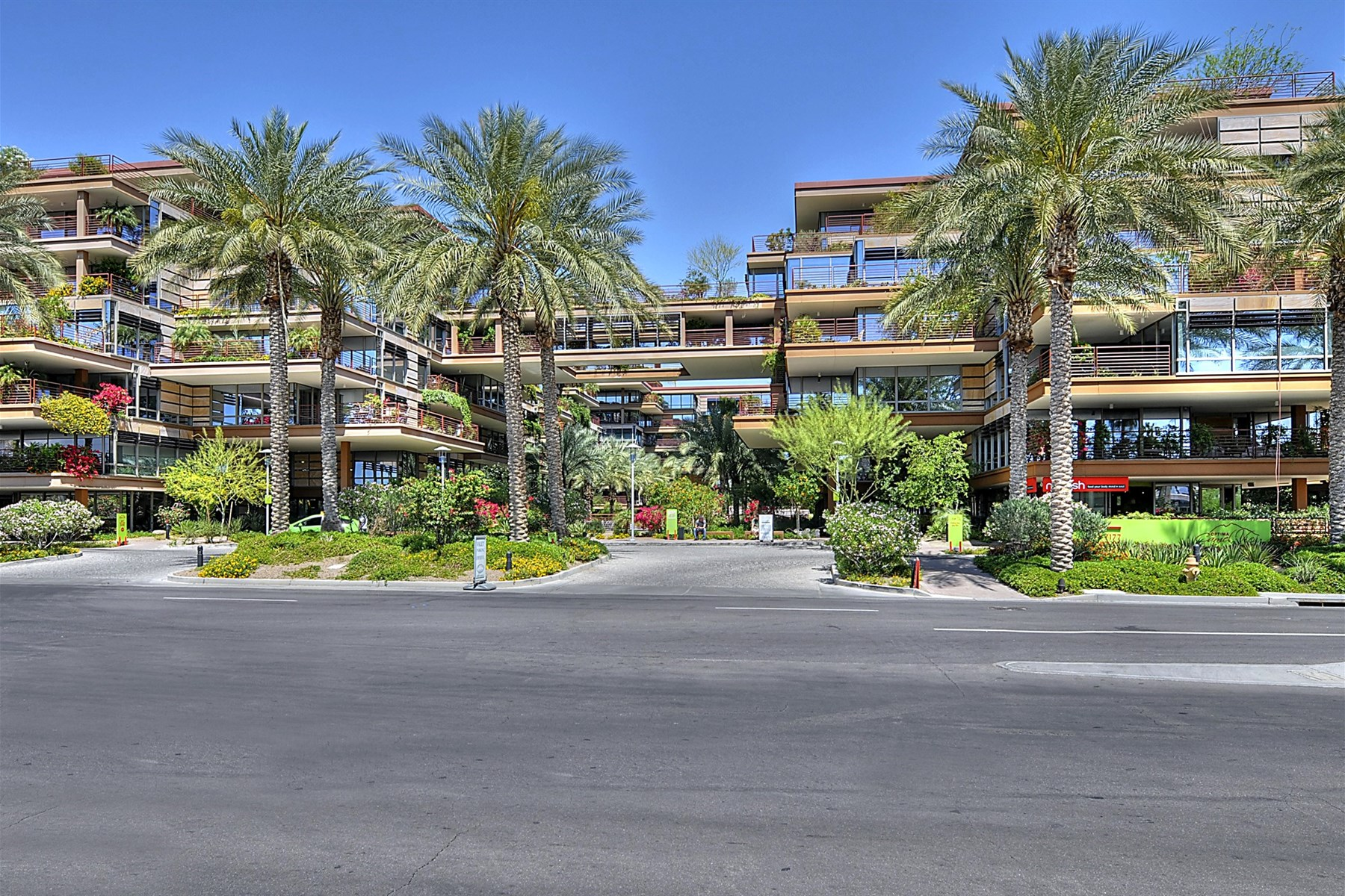 Apartman Dairesi için Satış at Beautiful home in Optima Camelview Village 7157 E Rancho Vista Dr #3007 Scottsdale, Arizona, 85251 Amerika Birleşik Devletleri