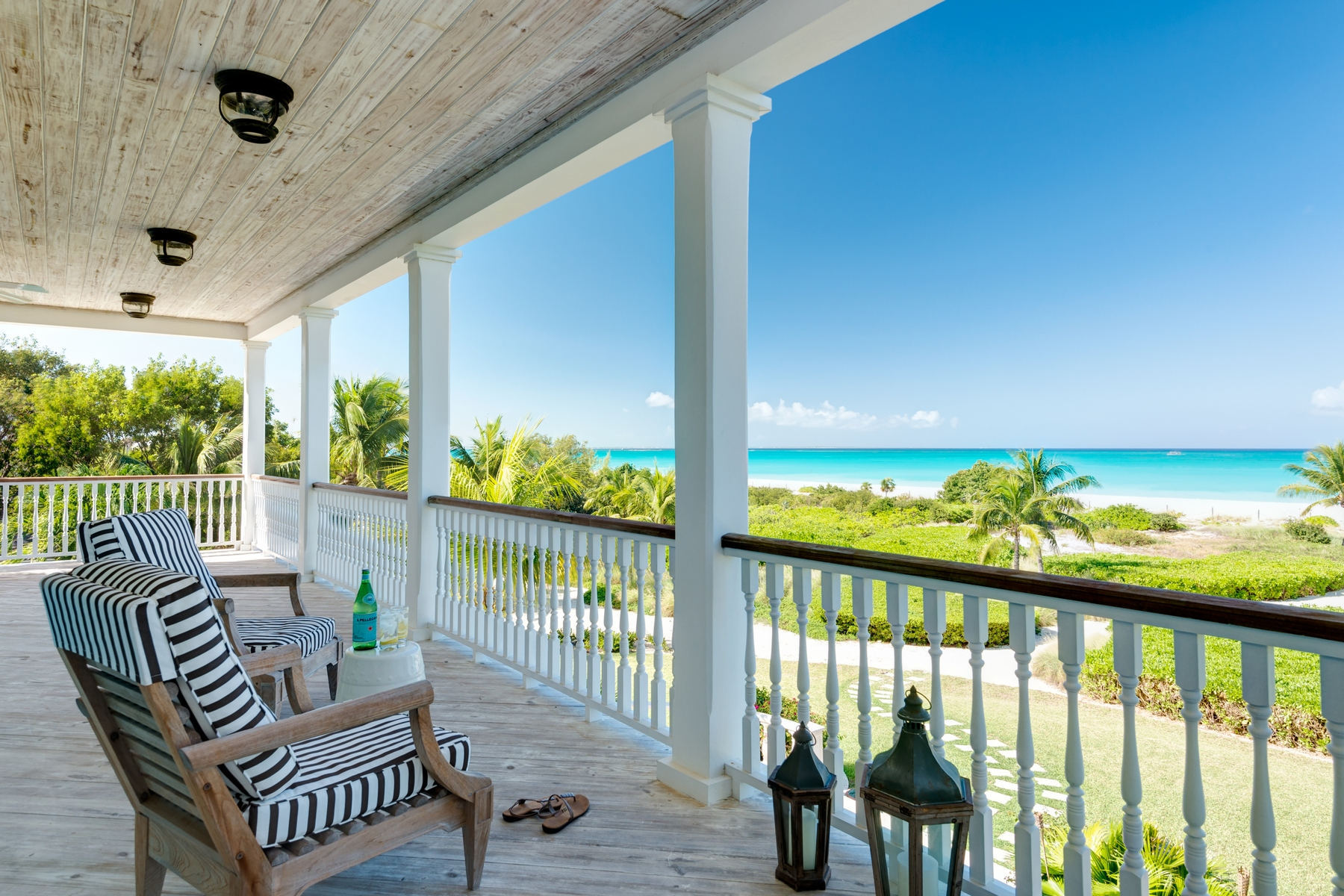 Additional photo for property listing at Amazing Grace   Vacation Rental Beachfront Grace Bay, Providenciales TCI BWI Islas Turcas Y Caicos