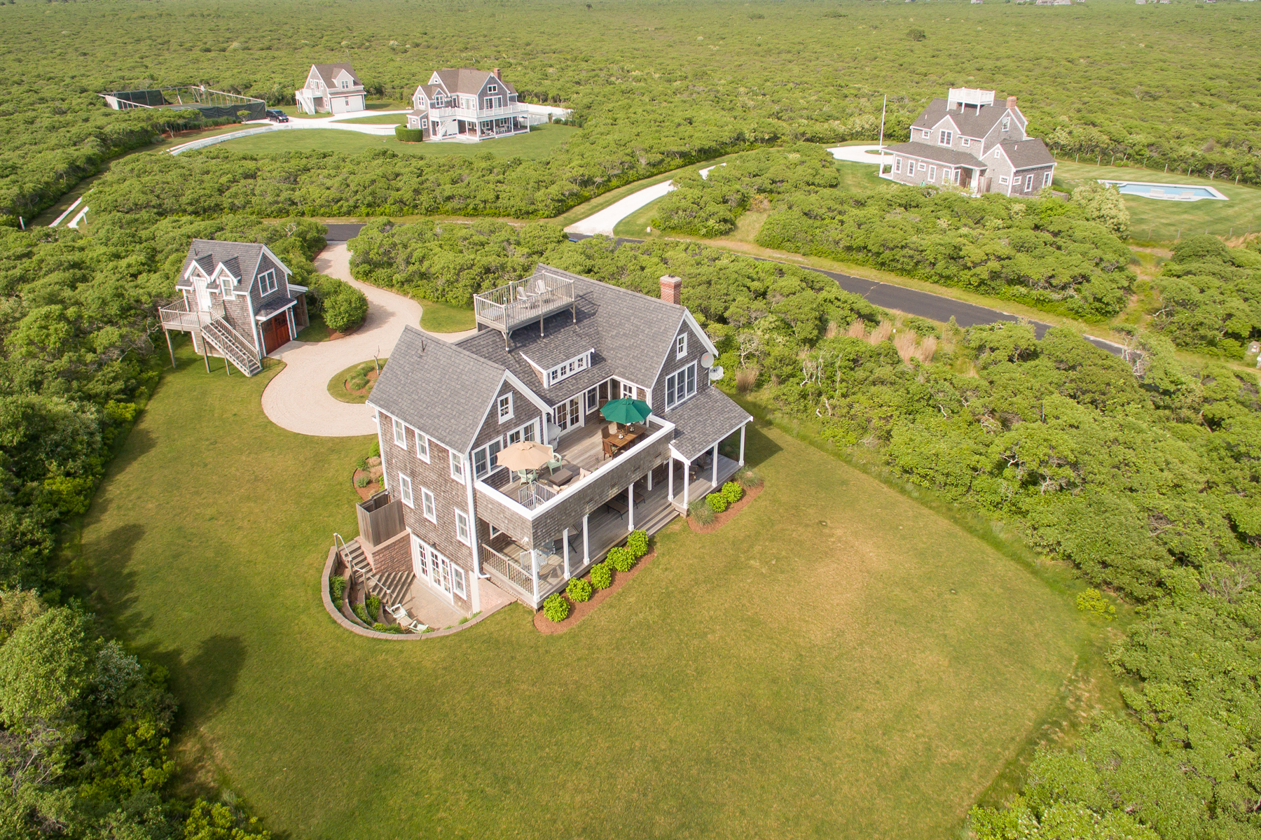 단독 가정 주택 용 매매 에 Pristine, Private and Close to the Beach! 21 Wigwam Road Nantucket, 매사추세츠, 02554 미국