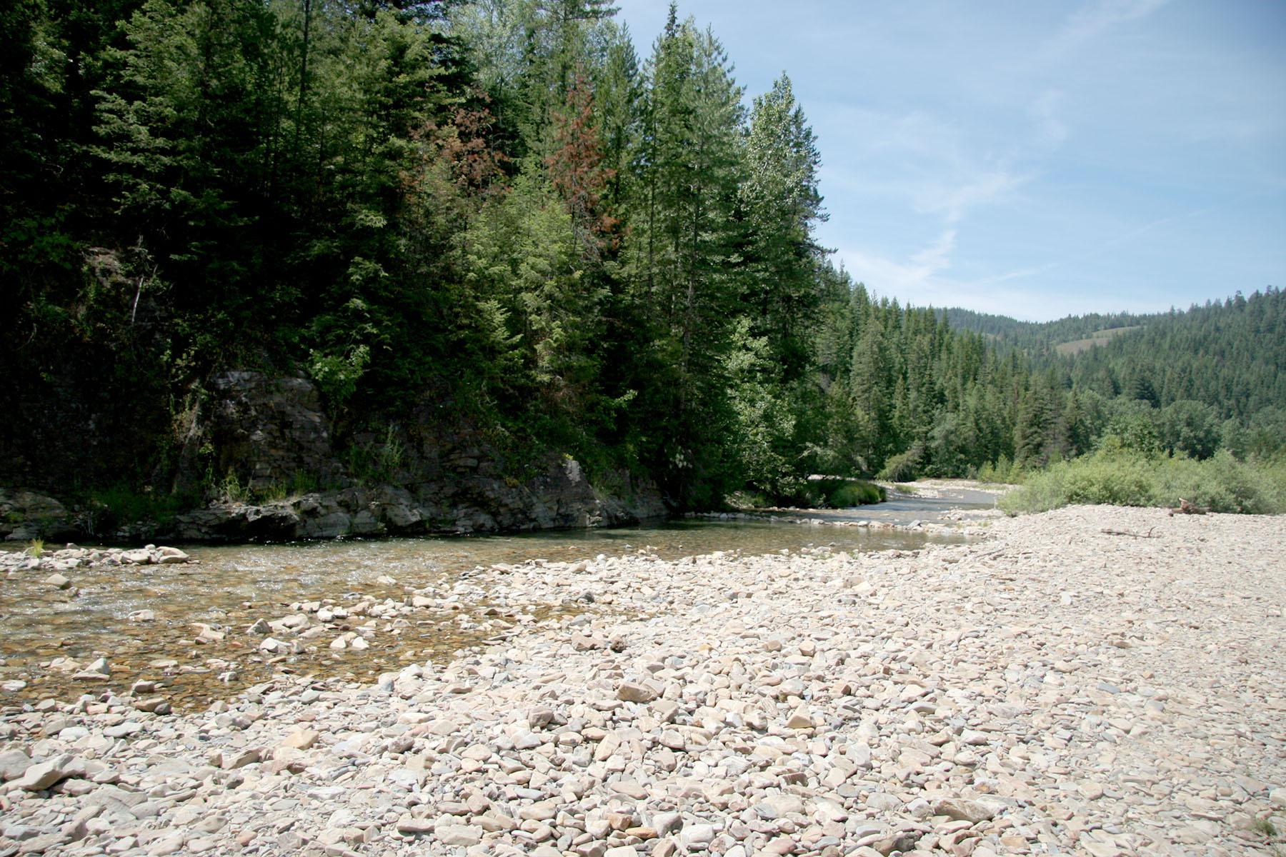 土地 為 出售 在 About 280' of beautiful, fishable Pine Creek NNA 2 East Fork Pine Creek Rd Pinehurst, 愛達荷州, 83850 美國