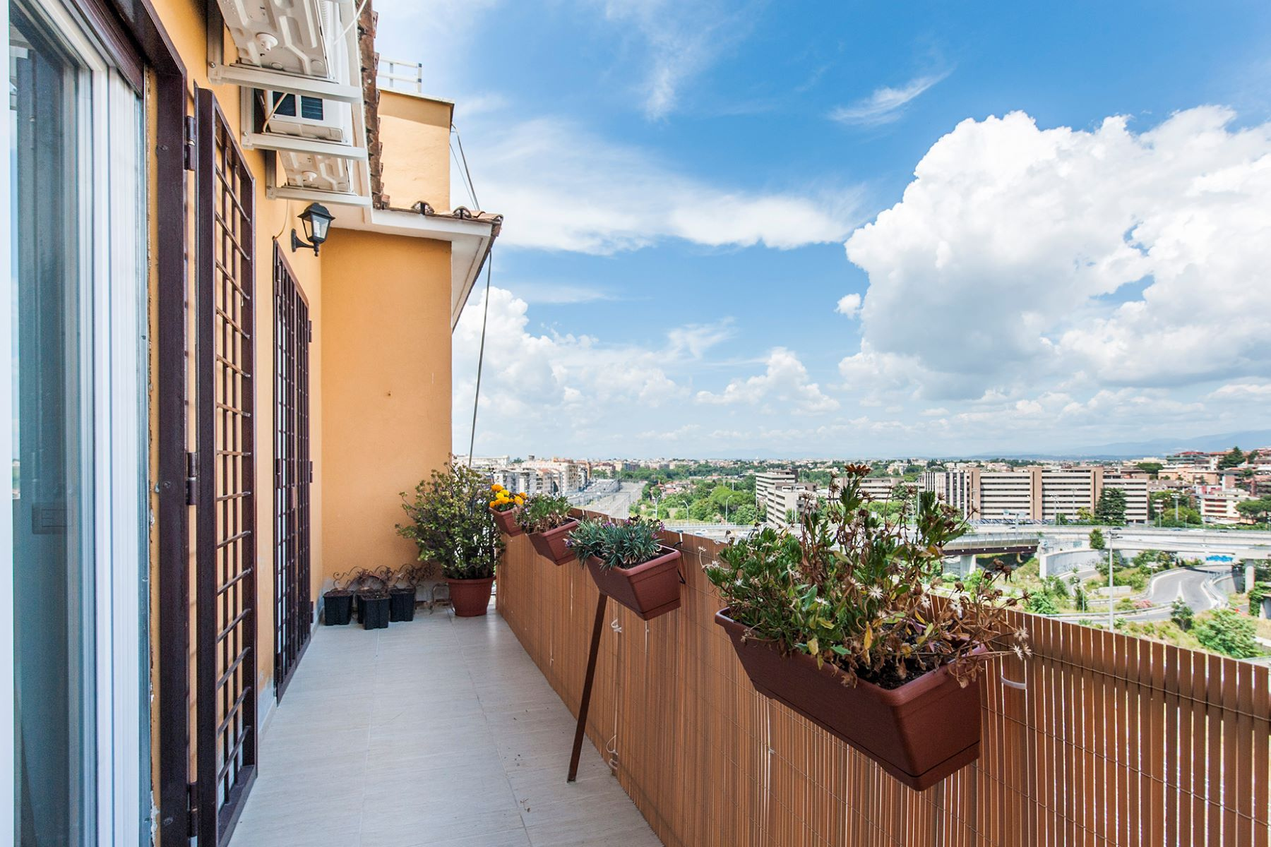 Additional photo for property listing at Panoramic apartment adjacent Piazza Tommasini Rome, Rome Italy