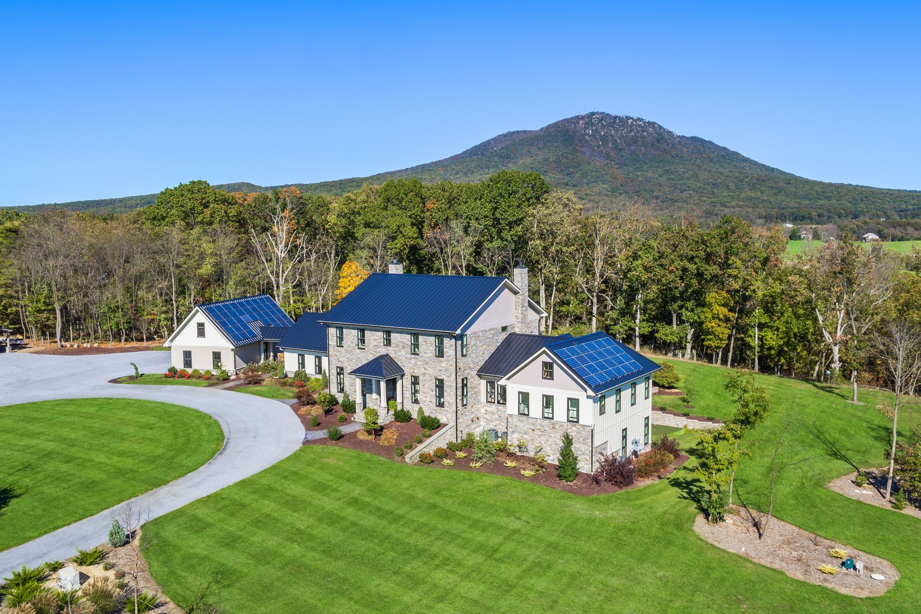 Maison unifamiliale pour l Vente à 563 Hickory Point Trail, Penn Laird Penn Laird, Virginia 22846 États-Unis