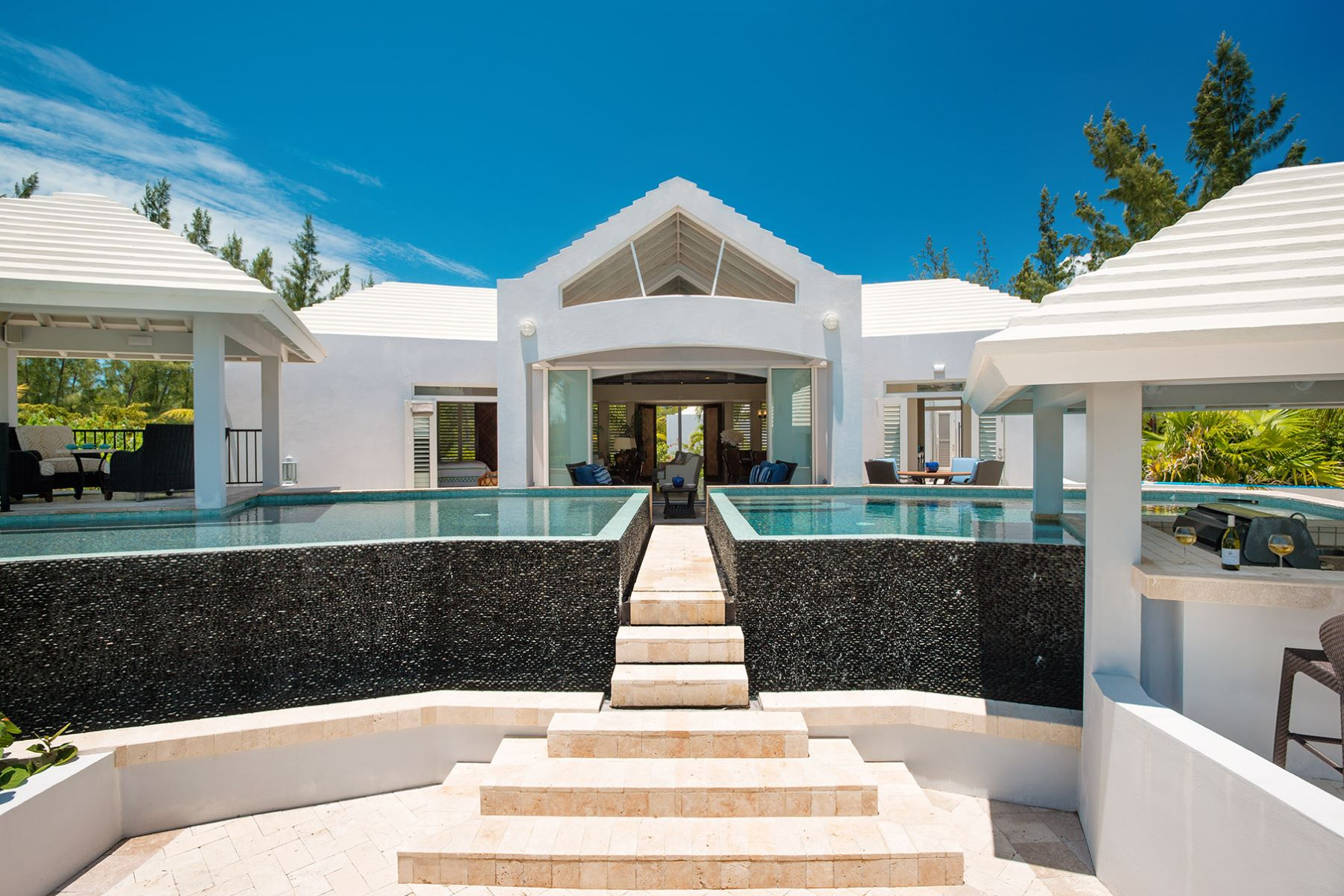 Additional photo for property listing at Canalfront Home Governor's Road Leeward, Providenciales Turks And Caicos Islands