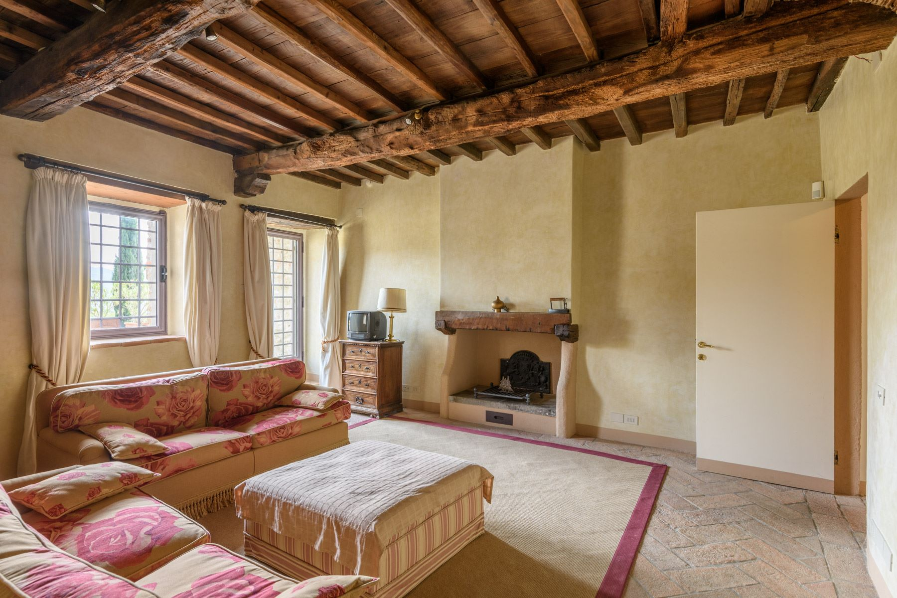 Additional photo for property listing at Magnificent country house in the heart of Chianti Via Rubbiana Other Florence, Florence 50022 Italia