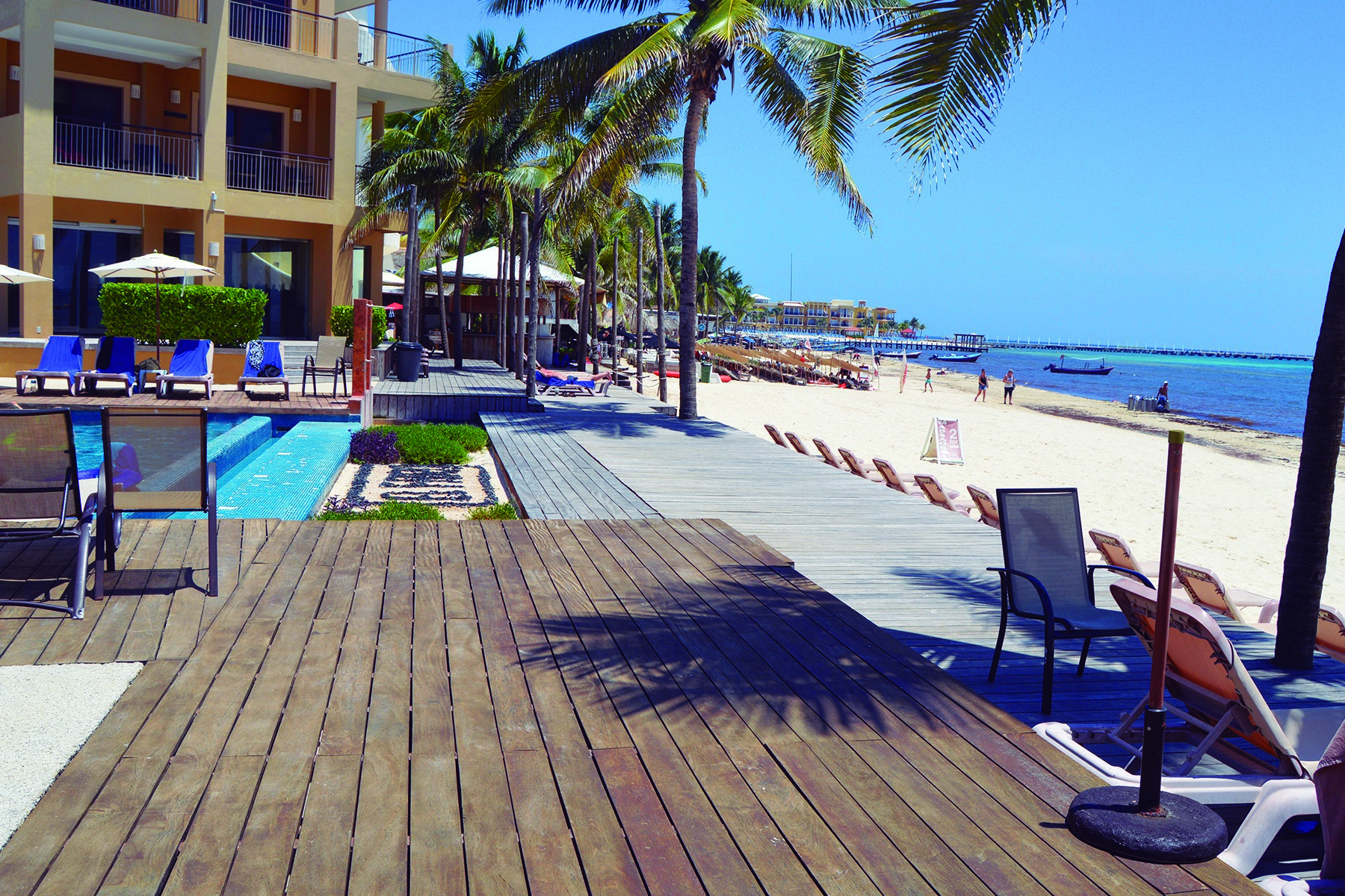 Additional photo for property listing at BEACHFRONT CONDO IN A PRIVILEGED LOCATION Beachfront condo in a privileged location North 8th Street & 10th Playa Del Carmen, Quintana Roo 77710 Mexico