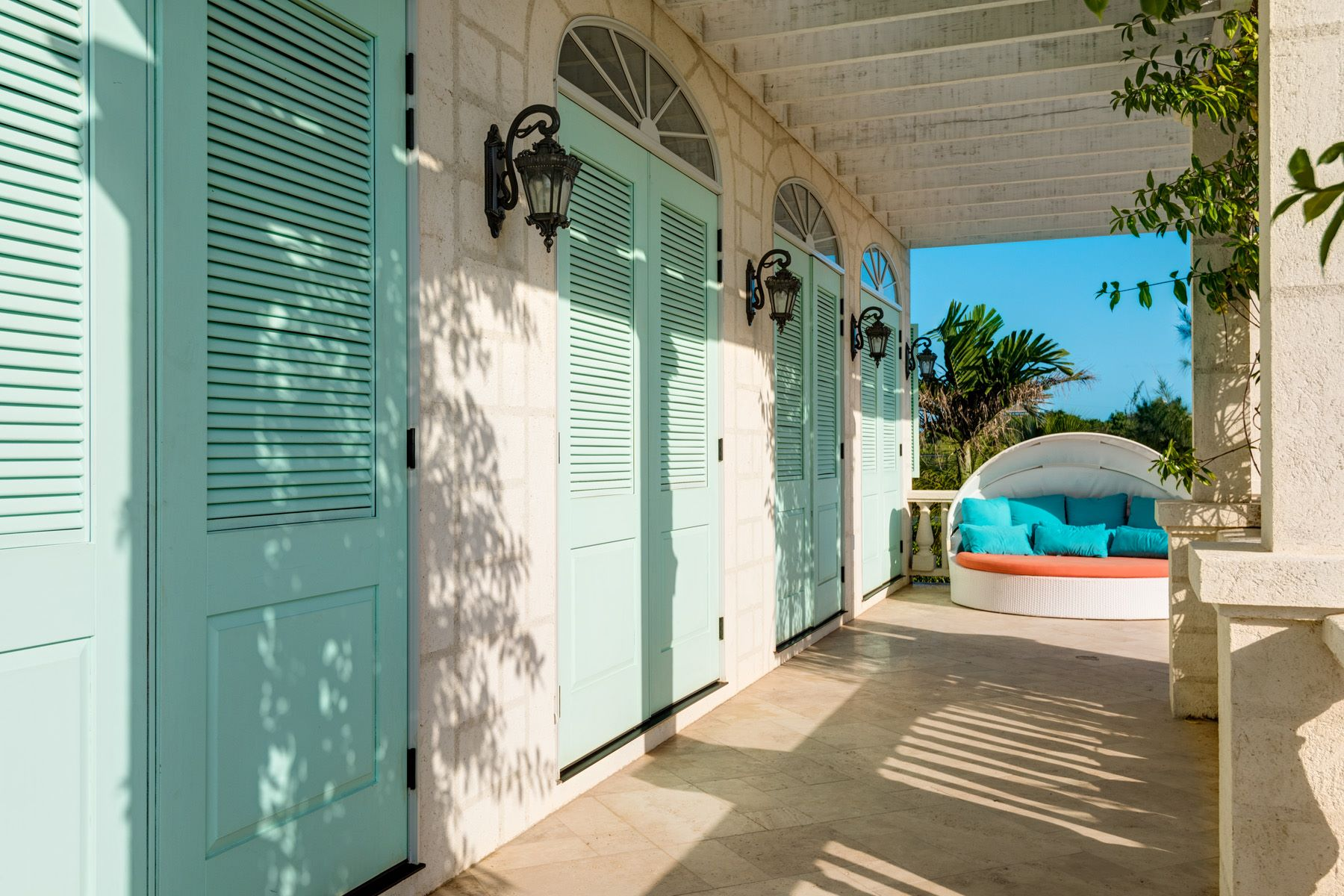 Additional photo for property listing at The Beach House Beachfront Taylor Bay, Providenciales TCI Îles Turques Et Caïques