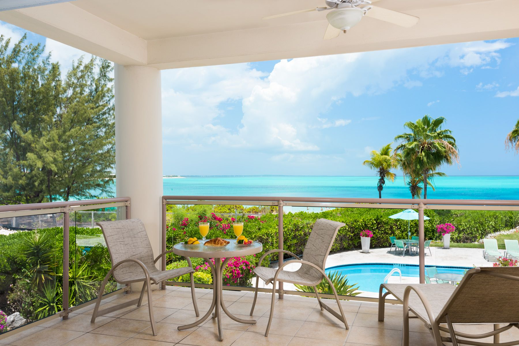 Additional photo for property listing at Coral Gardens - Suite 4202 Beachfront Grace Bay, Провиденсьялес TC Теркс И Кайкос