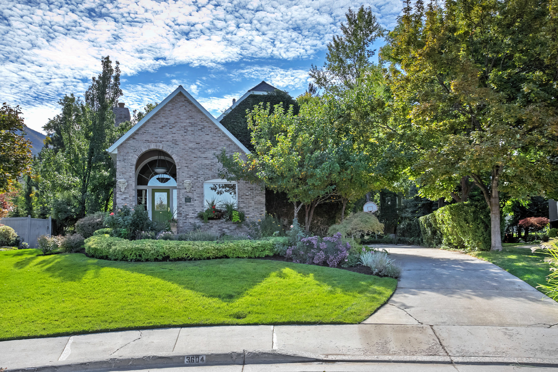 Single Family Home for Sale at Charming custom home on cul de sac at the mouth of Millcreek Canyon. 3604 E Apple Mill Cv Salt Lake City, Utah, 84109 United States