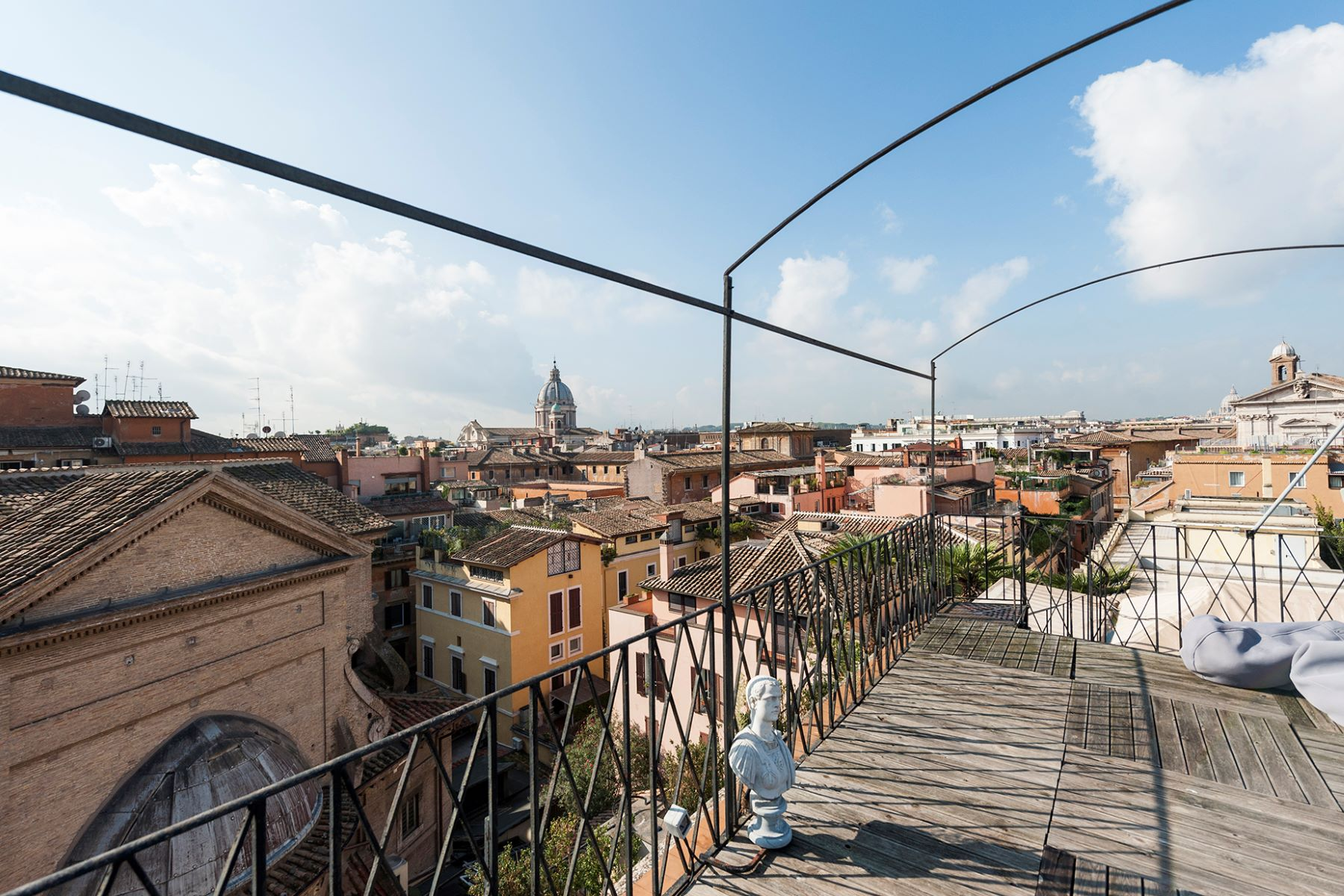 Additional photo for property listing at Unique Penthouse near the Spanish Steps with stunning views Via del Babuino Rome, Rome 00187 Italie