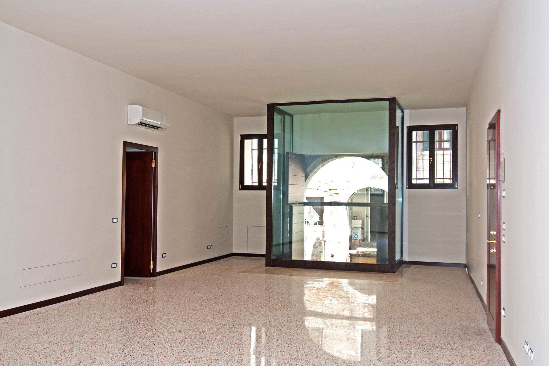 Additional photo for property listing at Torcello apartment at Palazzo Garzoni Moro Venice, Venice Italy