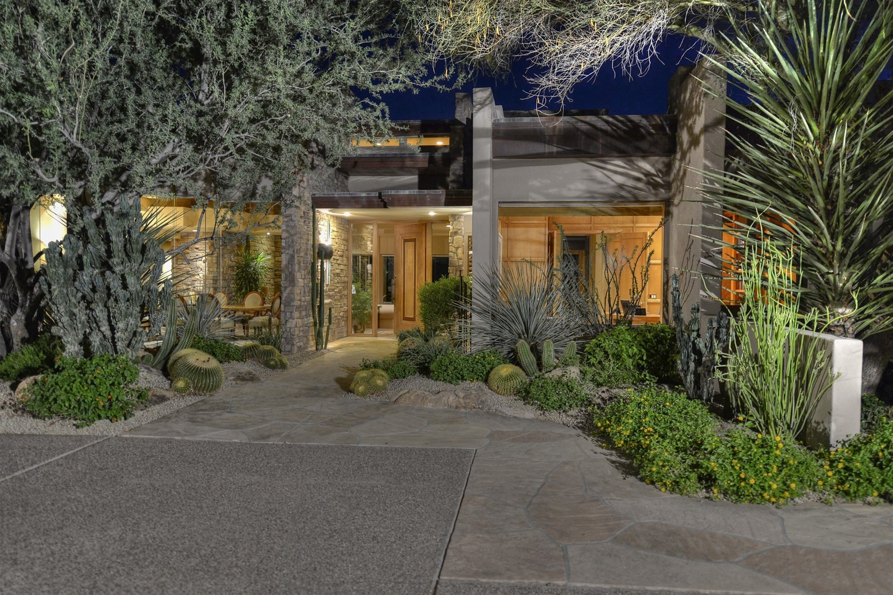 Single Family Home for Sale at Stunning Soft Contemporary 27597 N 96th Pl, Scottsdale, Arizona, 85262 United States