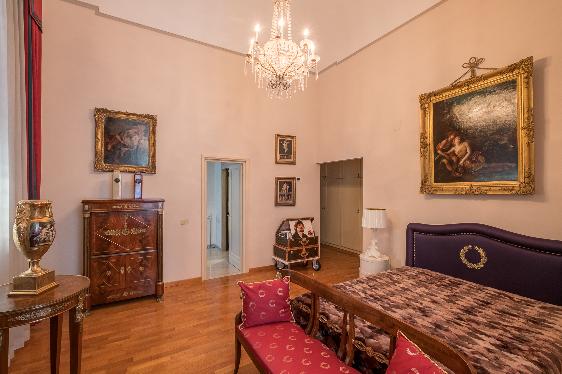 Additional photo for property listing at Breathtaking apartment on the Florentine hills Firenze, Florence Italy