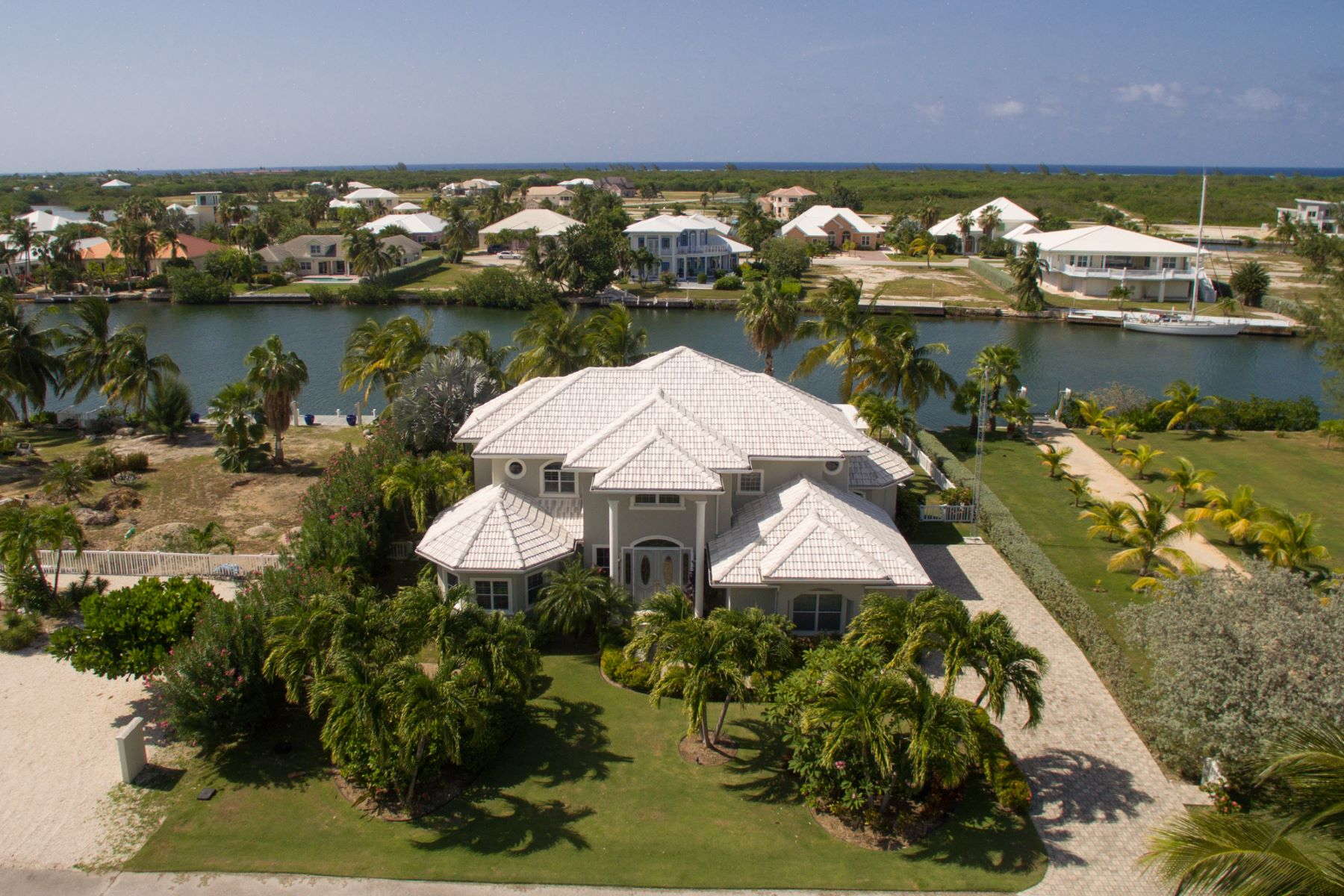 Additional photo for property listing at Canal front luxury home Shoreview Point 73 The Shores West Bay,  KY1 Cayman Islands