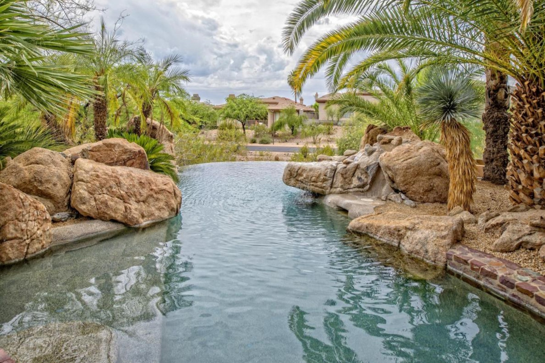 Single Family Home for Sale at This ''Jewel'' of the Biltmore Hillside Estates. 6546 N Arizona Biltmore Circle Phoenix, Arizona, 85016 United States