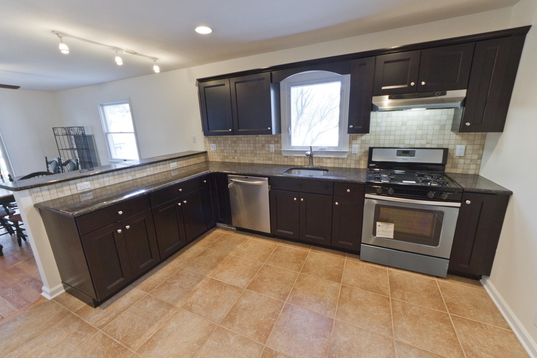 Condominio por un Venta en Newly Renovated Condo 114 Eisenhower Avenue 1A, Ortley Beach, Nueva Jersey, 08751 Estados Unidos