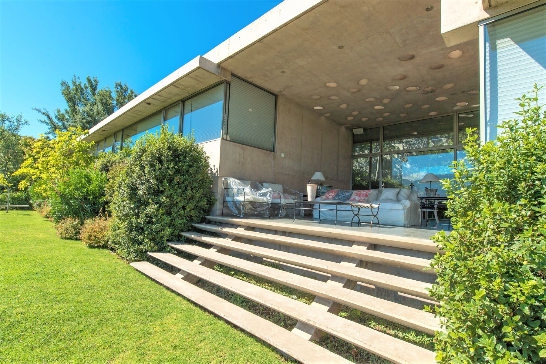 단독 가정 주택 용 매매 에 Exceptional Home with Unique and Modern Architecture - La Dehesa Lo Barnechea, Santiago, Region Metropolitana De Santiago 칠레