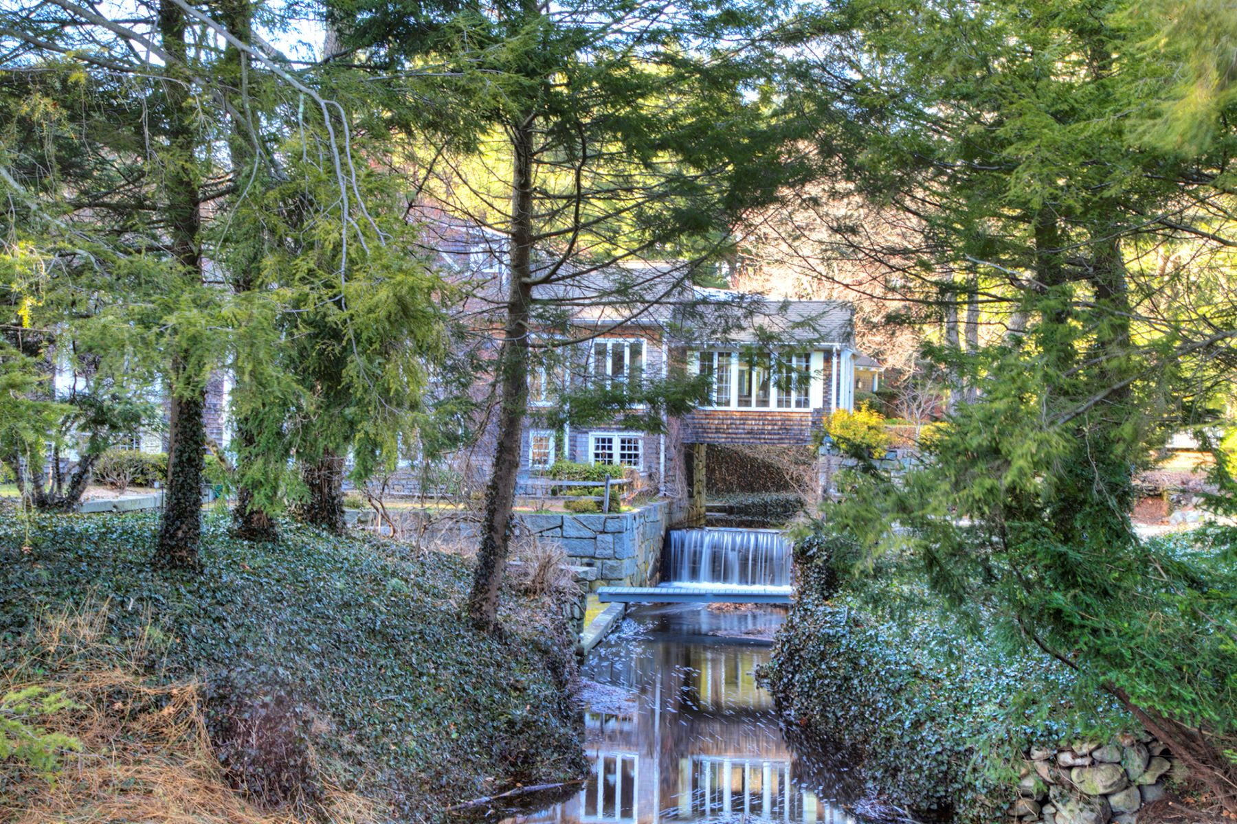 Additional photo for property listing at Pondfront Oasis 18 Rawson Road Cumberland, Rhode Island 02864 Estados Unidos
