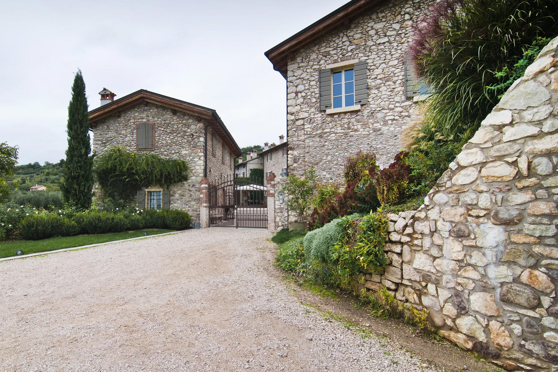 Additional photo for property listing at Wonderful property overlooking Lake Garda Bardolino Bardolino, Verona 37011 Italy