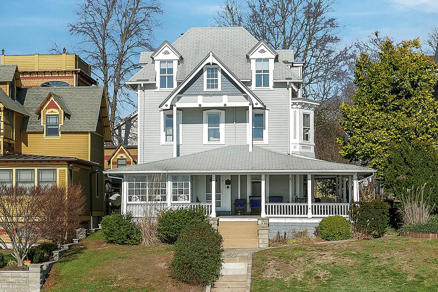 Casa Unifamiliar por un Venta en Fabulous River Views 56 River Avenue Island Heights, Nueva Jersey 08732 Estados Unidos