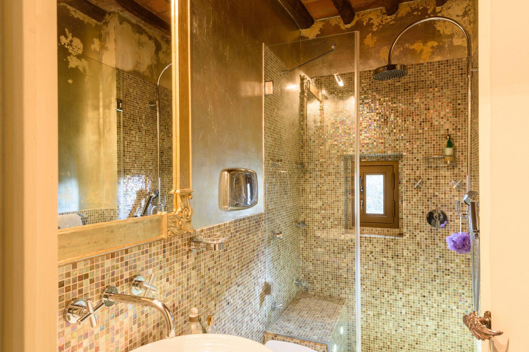 Additional photo for property listing at Tour Médiévales dans centre ville Vicolo delle Vergini San Gimignano, Siena 53037 Italie