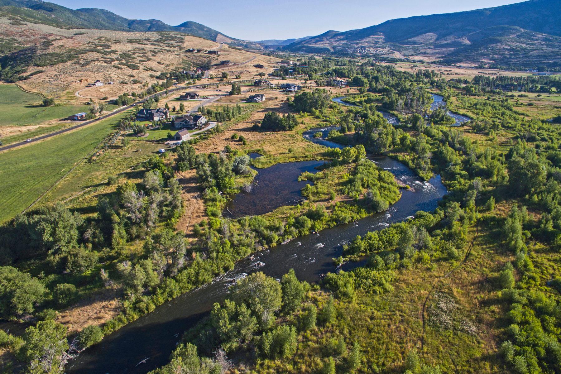 Maison unifamiliale pour l Vente à Private Riverfront Oasis Where Wildlife Abounds 2220 N River Meadows Pkwy Midway, Utah, 84049 États-Unis